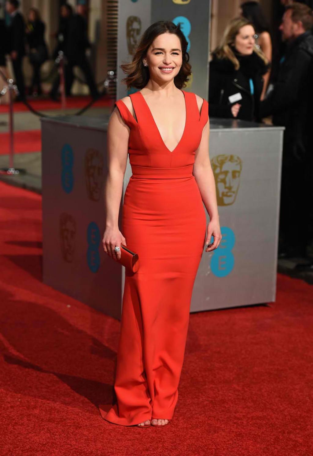EE-British-Academy-Film-Awards-Emilia-Clarke-2016-1024x1491
