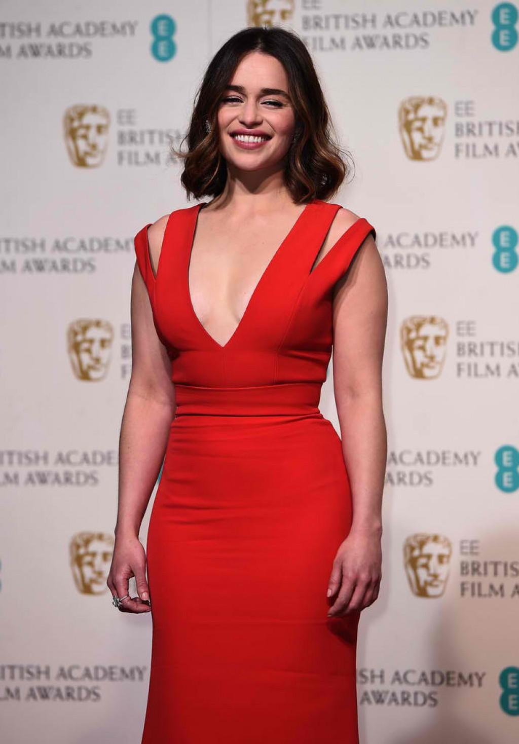 EE-British-Academy-Film-Awards-Emilia-Clarke-Face-1024x1468