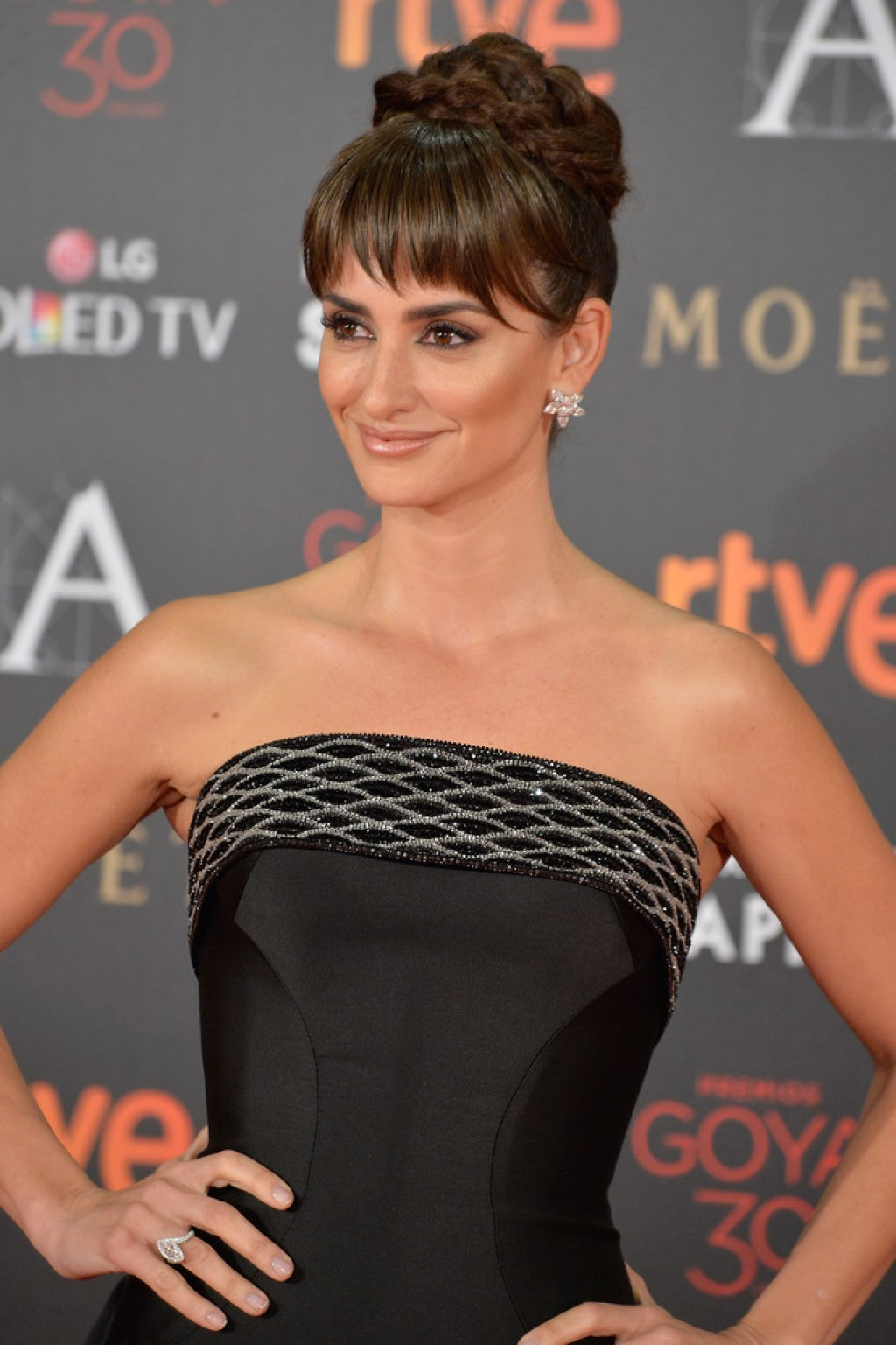 Goya-Cinema-Awards-Penelope-Cruz-2016-1024x1537-2