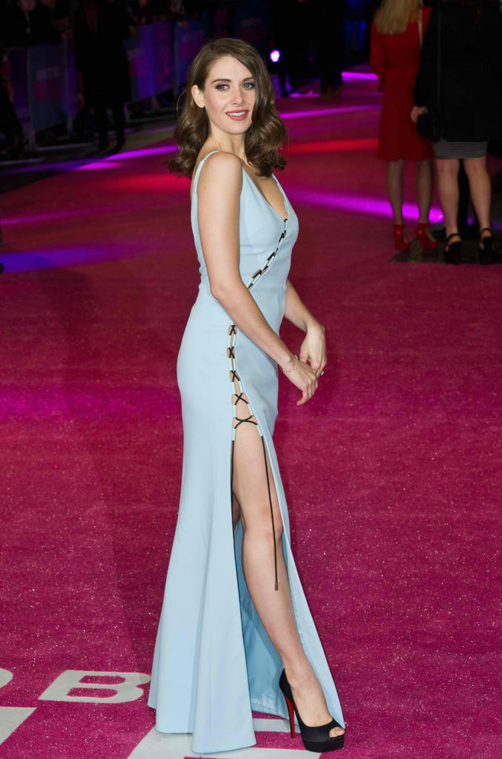 How-To-Be-Single-London-Premiere-Alison-Brie-Dress-1024x1548
