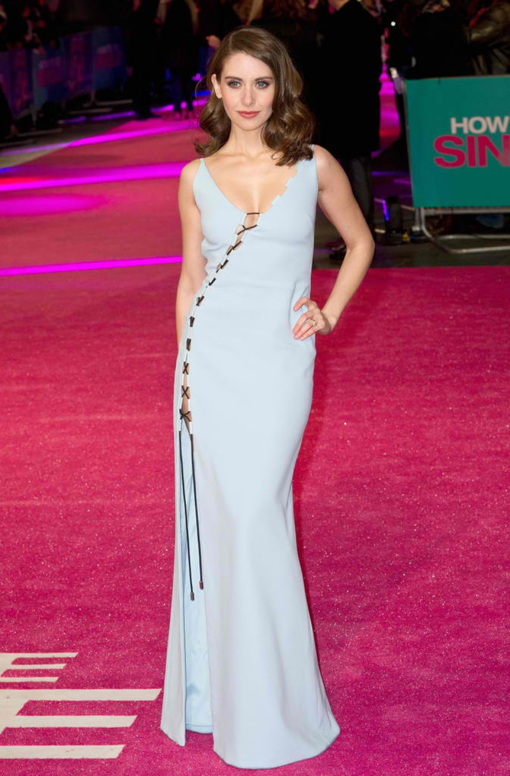 How-To-Be-Single-London-Premiere-Alison-Brie-Dress-Look-1024x1558