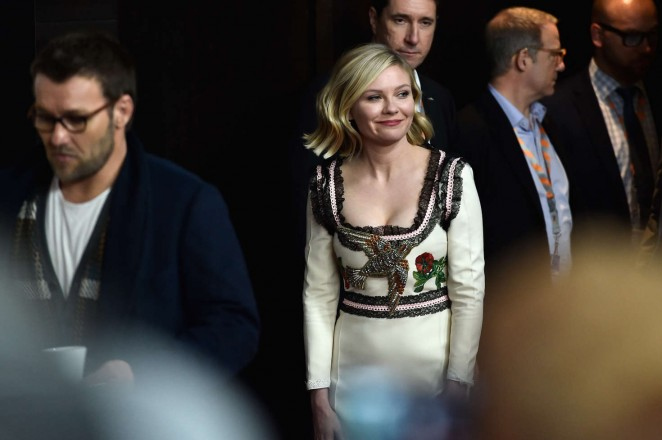 Kirsten-Dunst--Midnight-Special-Press-Conference--01-662x440