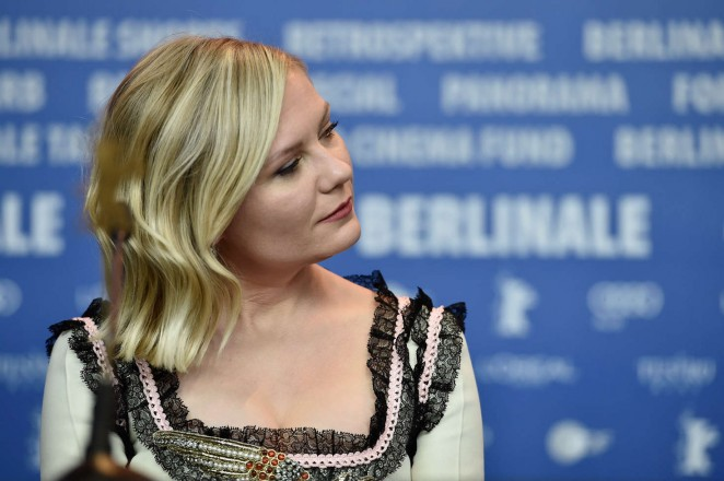 Kirsten-Dunst--Midnight-Special-Press-Conference--03-662x440