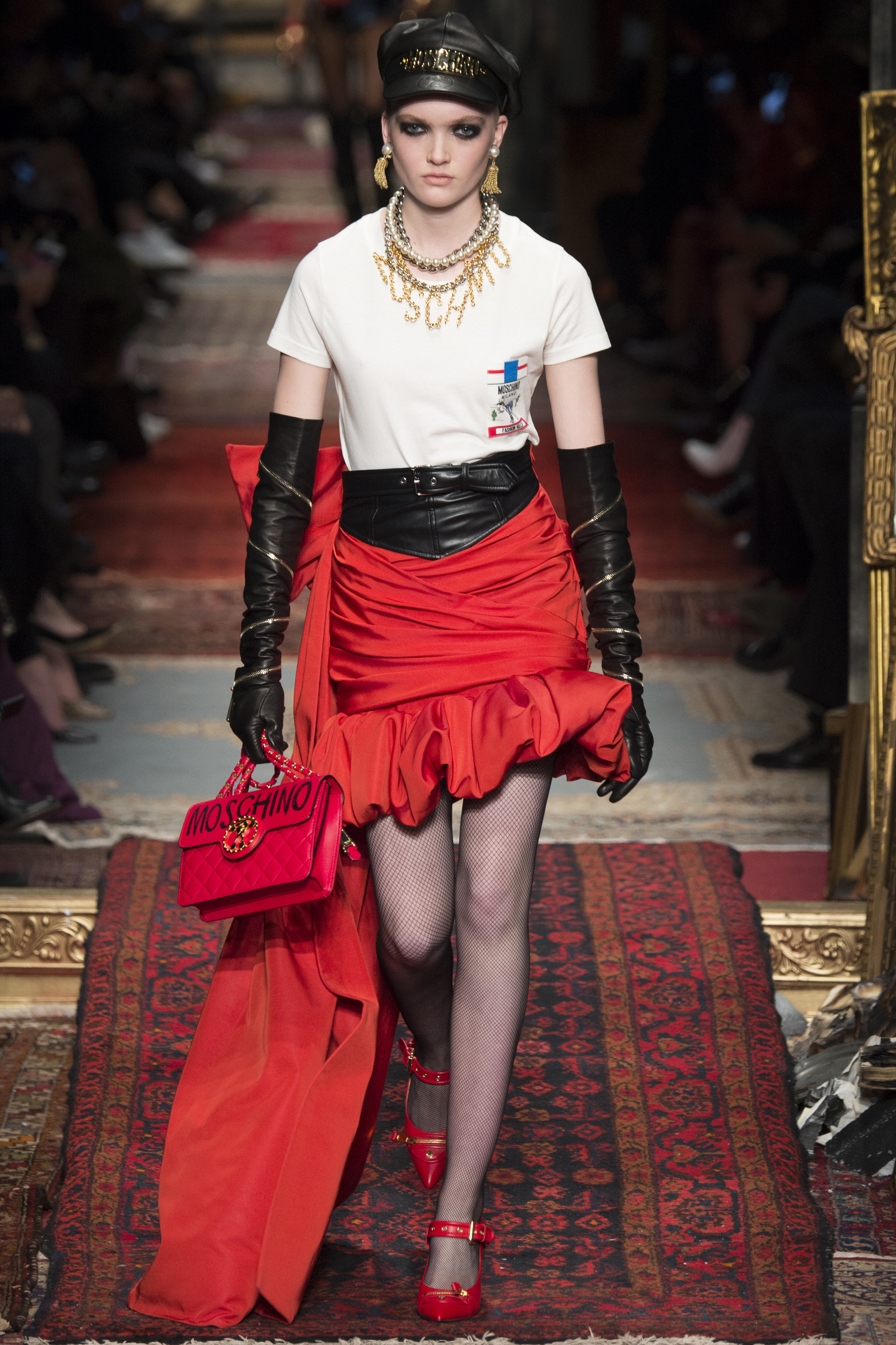 moschino-fall-2016-ready-to-wear