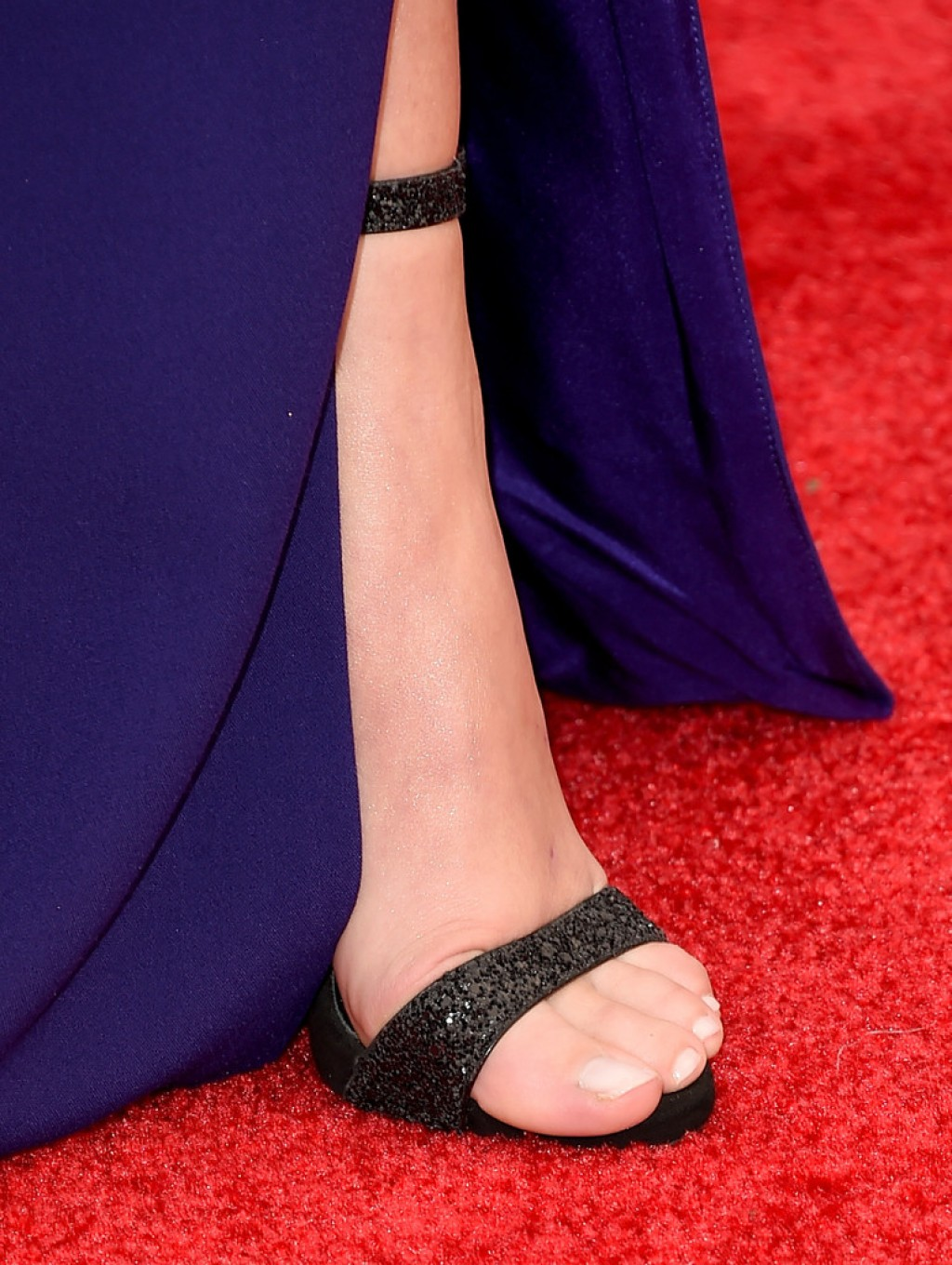 Screen-Actors-Guild-Awards-Sarah-Hyland-shoes-1024x1360