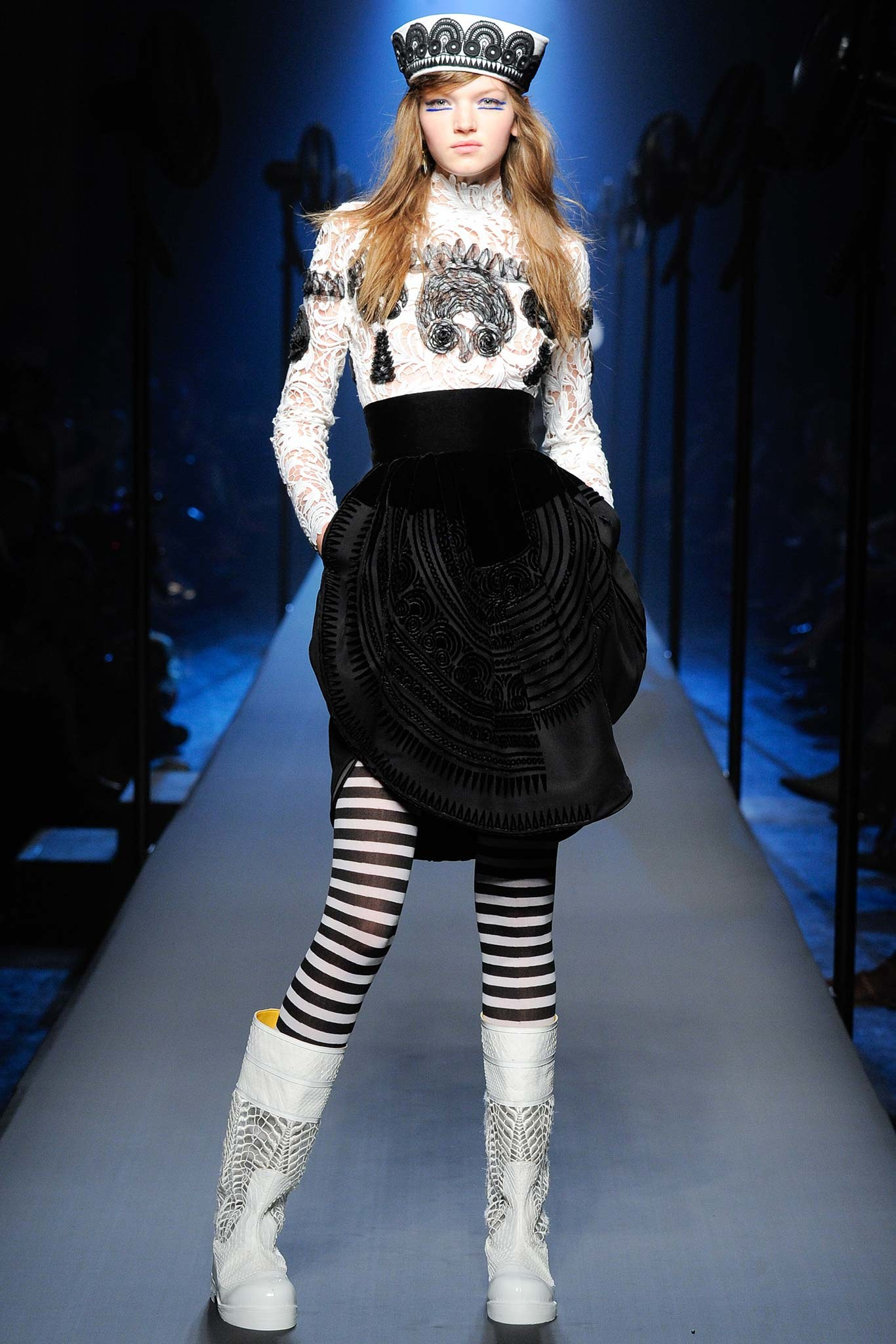 http://www.vogue.com/fashion-shows/fall-2015-couture/jean-paul-gaultier/slideshow/collection#21