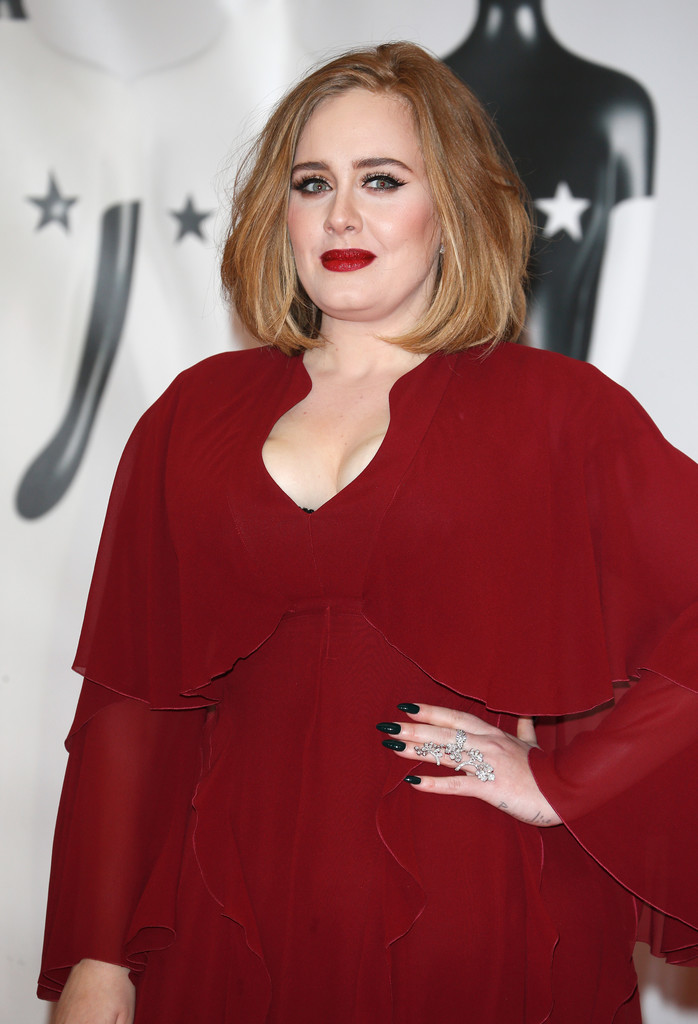 adele-2016-brit-awards-giambattista-valli-gown-makeup