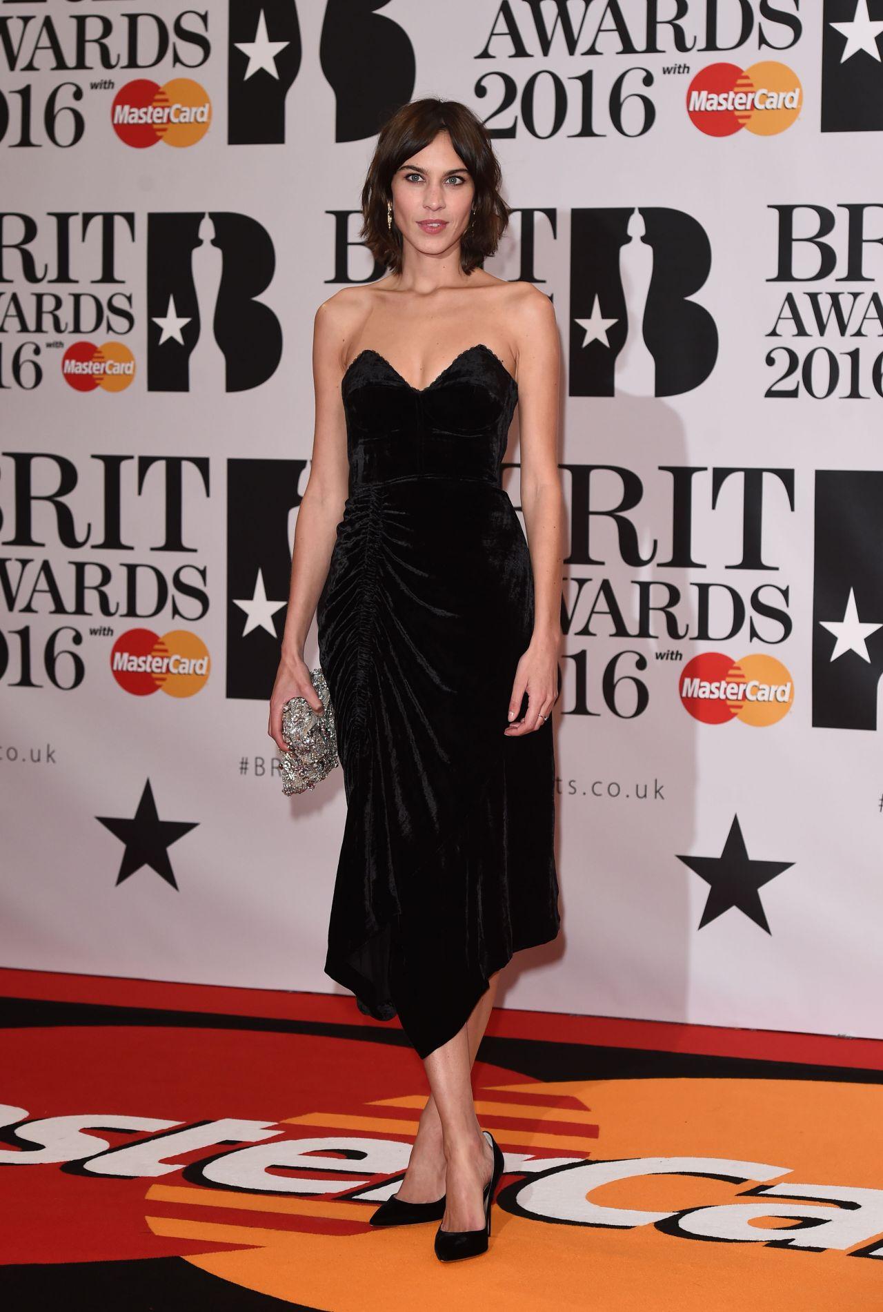 alexa-chung-brit-awards-2016-in-london-uk-1