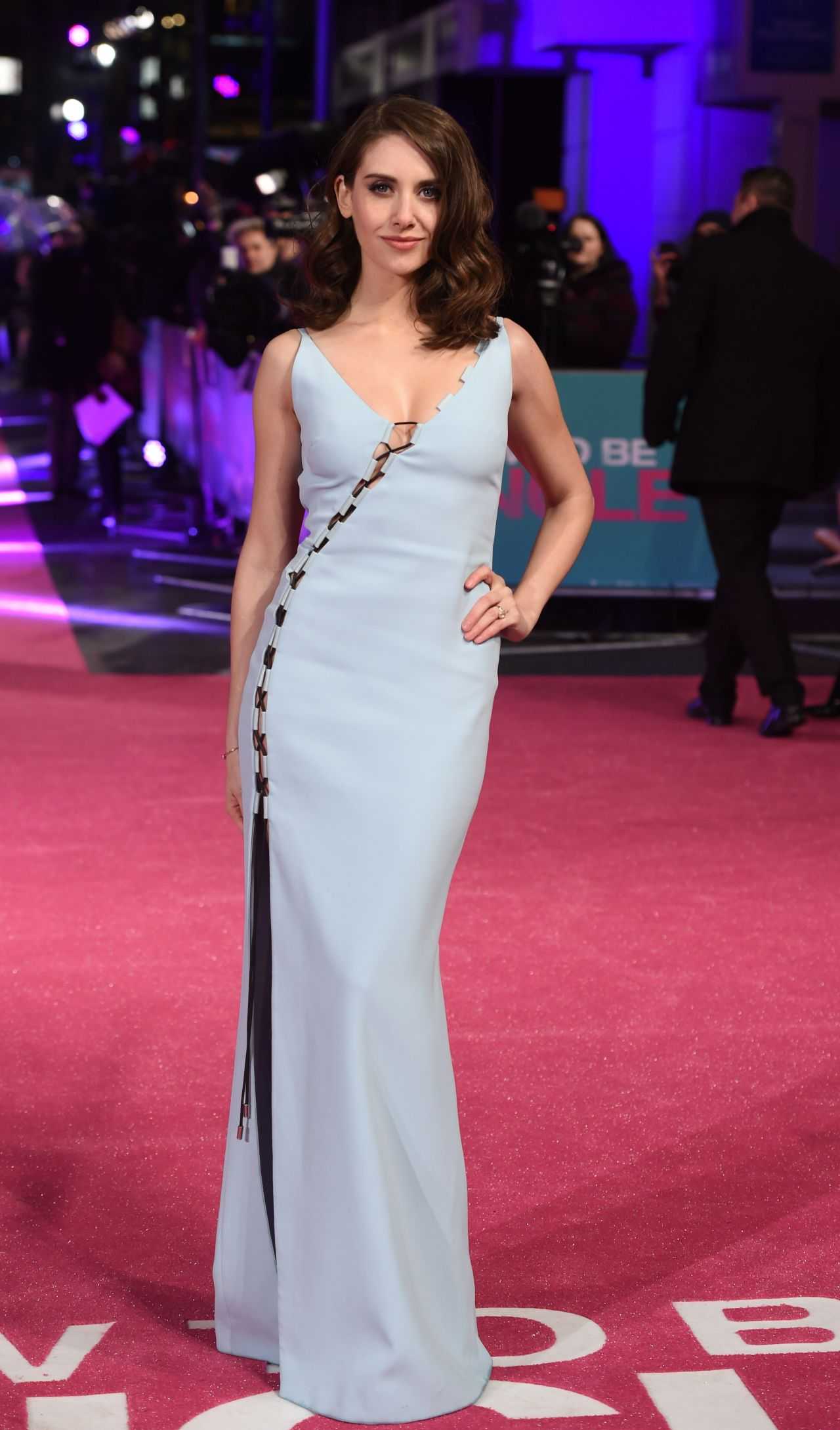 alison-brie-how-to-be-single-premiere-in-london-1