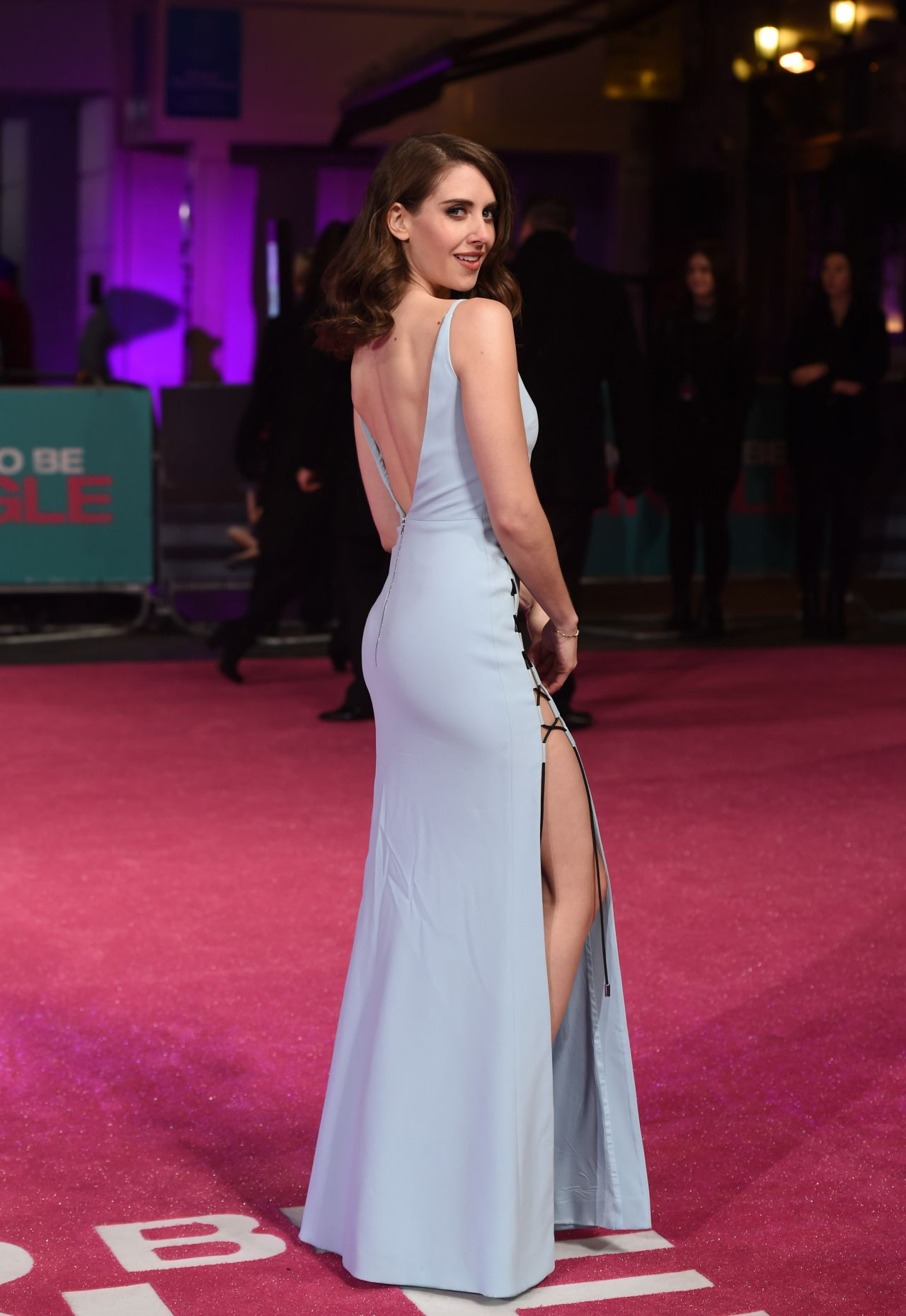 alison-brie-how-to-be-single-premiere-in-london-2