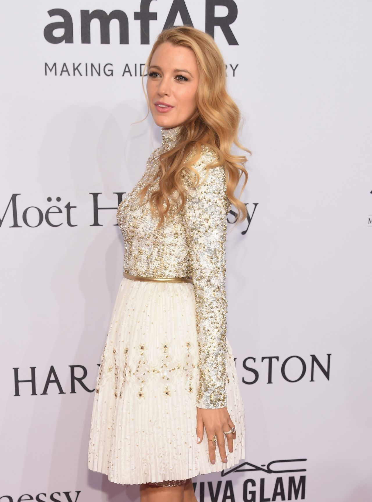 blake-lively-2016-amfar-new-york-gala-in-new-york-city-ny-6