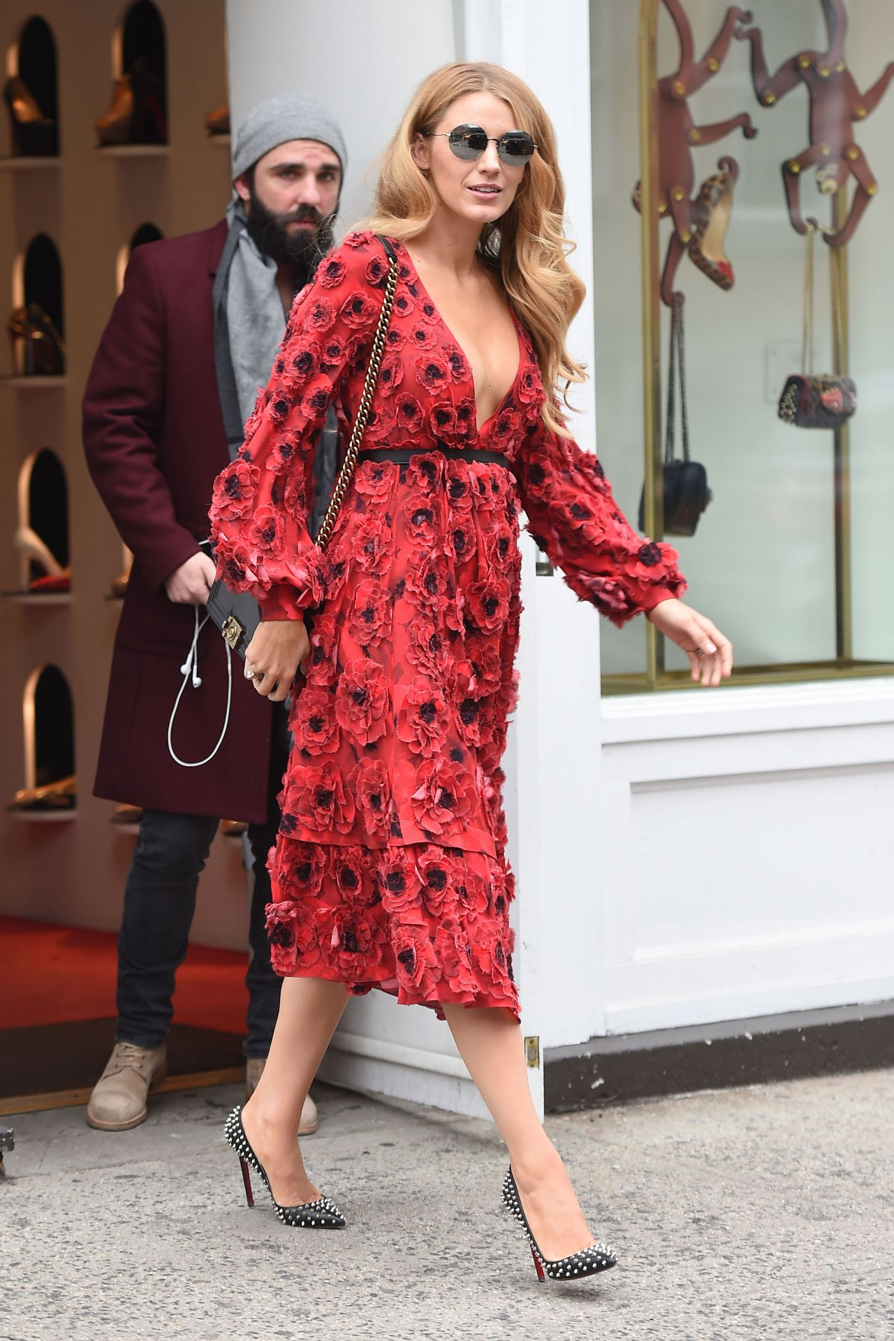 blake-lively-style-leaving-her-hotel-and-shopping-in-new-york-city-ny-2-17-2016-1