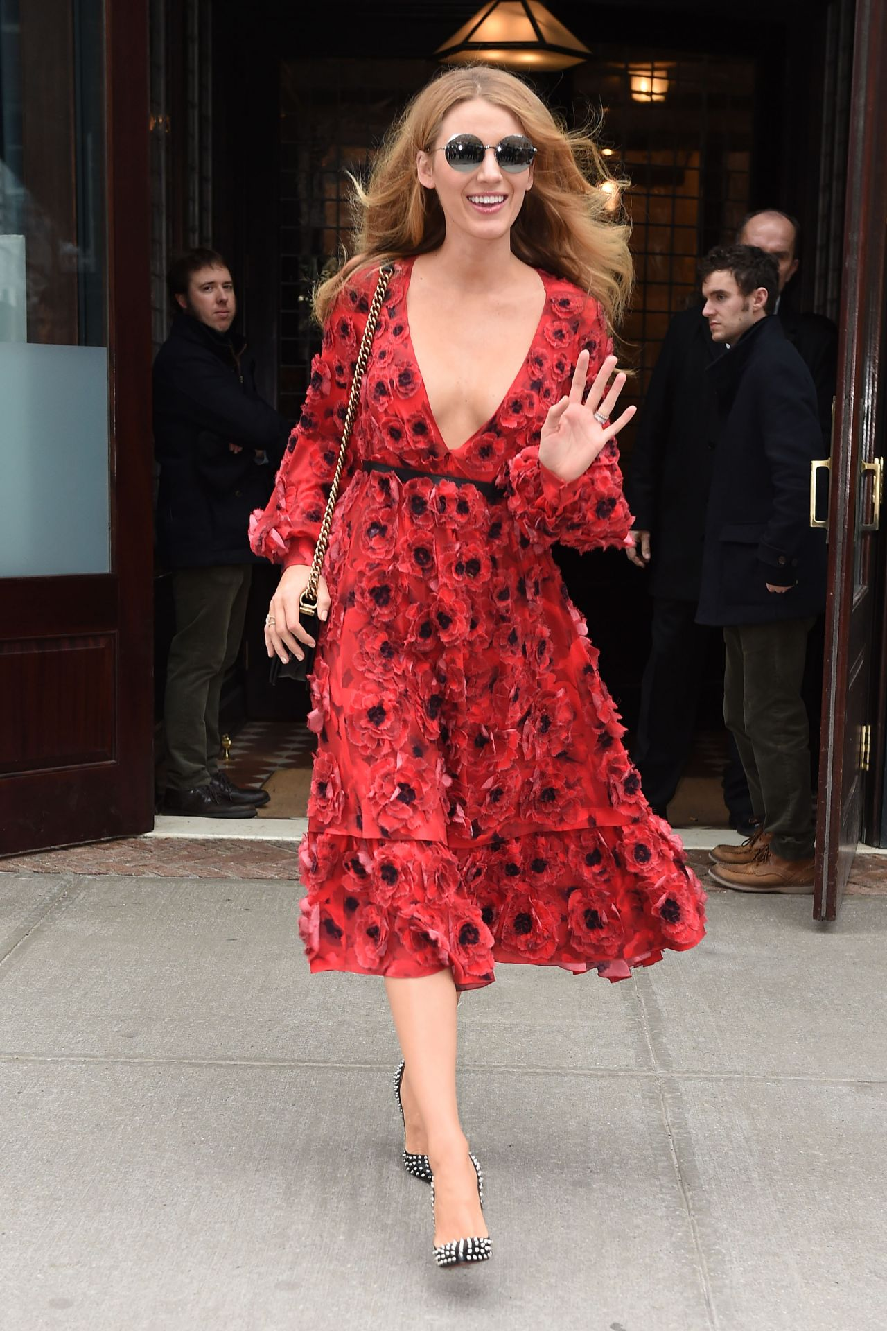 blake-lively-style-leaving-her-hotel-and-shopping-in-new-york-city-ny-2-17-2016-13