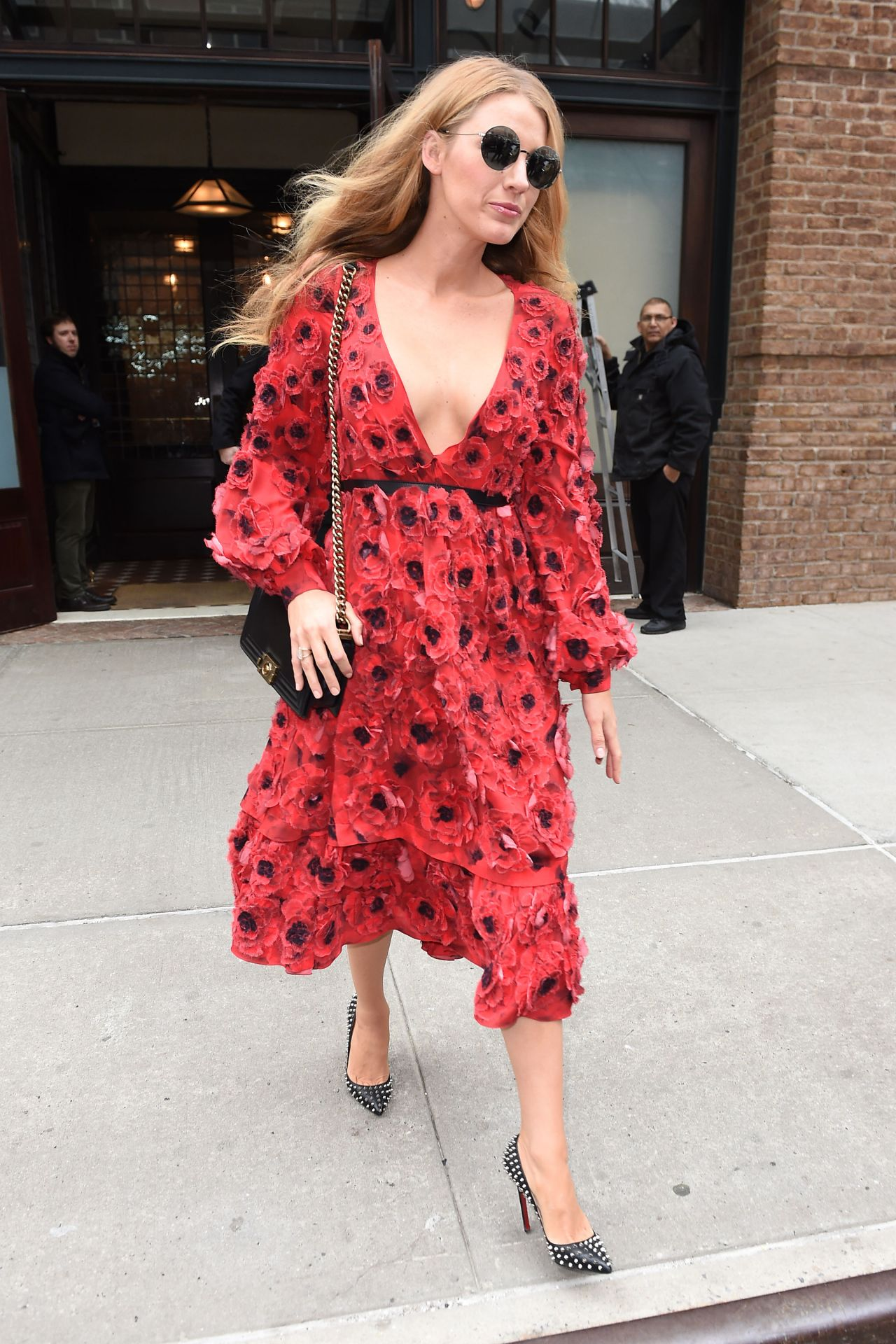 blake-lively-style-leaving-her-hotel-and-shopping-in-new-york-city-ny-2-17-2016-15