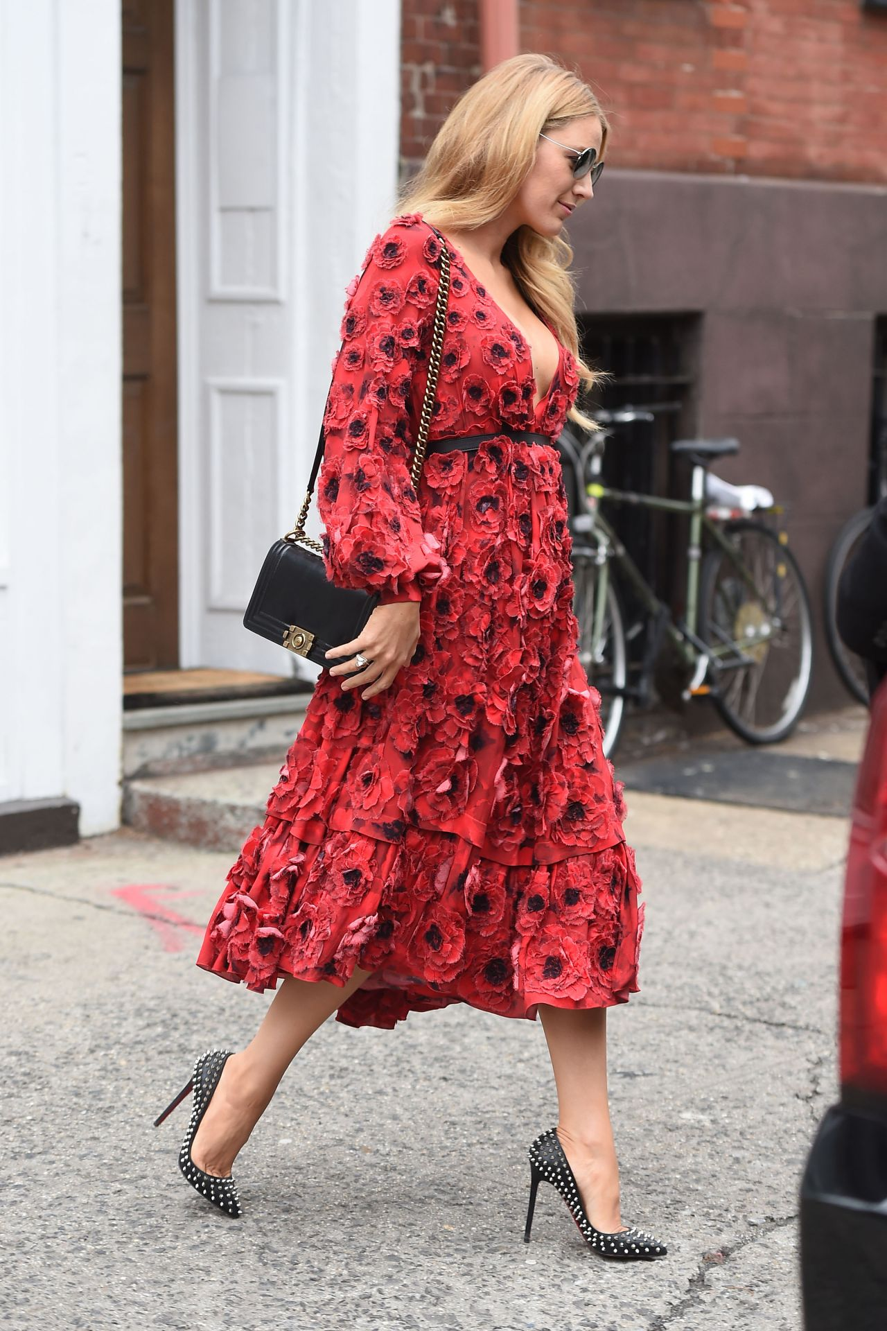 blake-lively-style-leaving-her-hotel-and-shopping-in-new-york-city-ny-2-17-2016-8