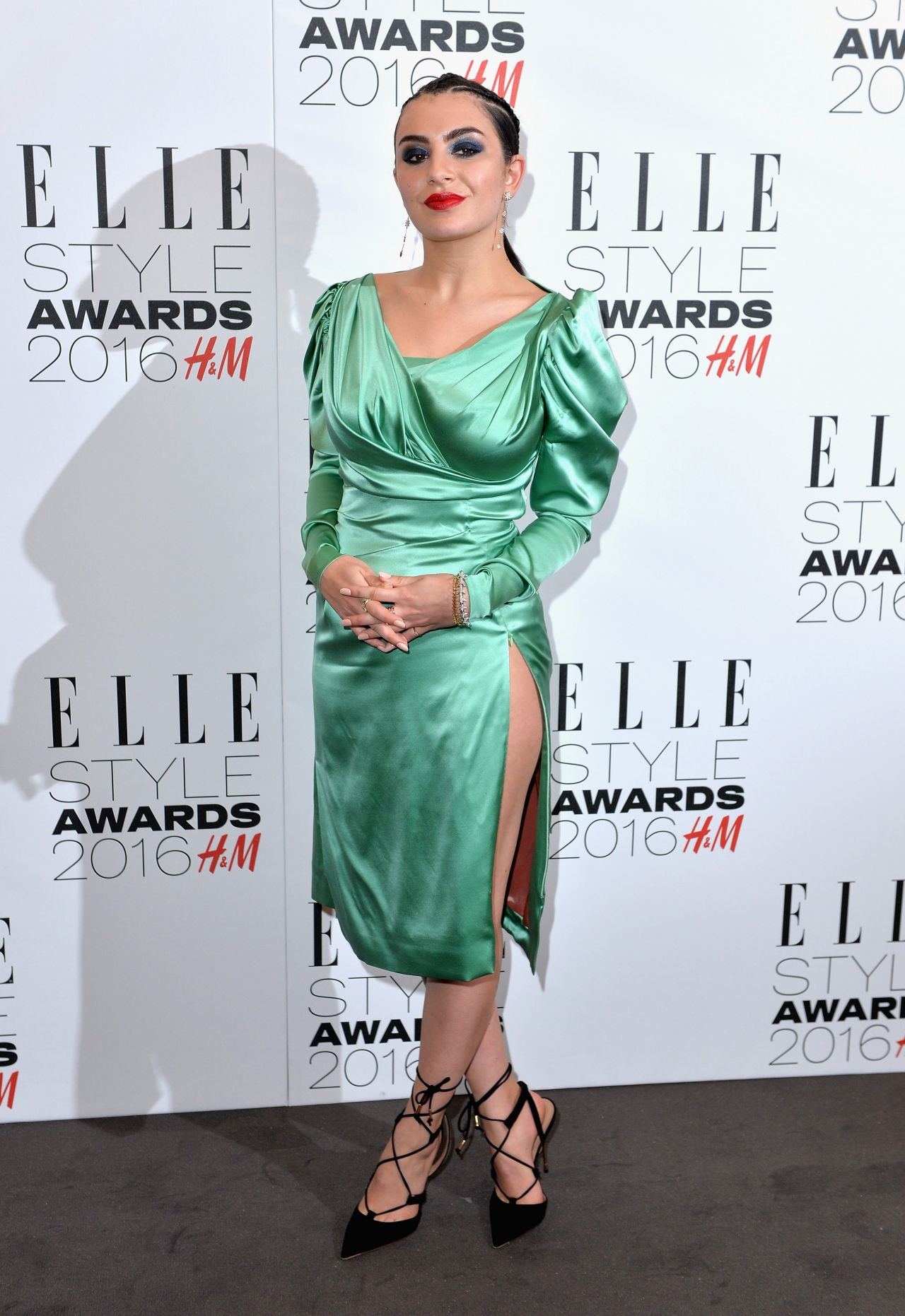 charli-xcx-elle-style-awards-2016-in-london-1