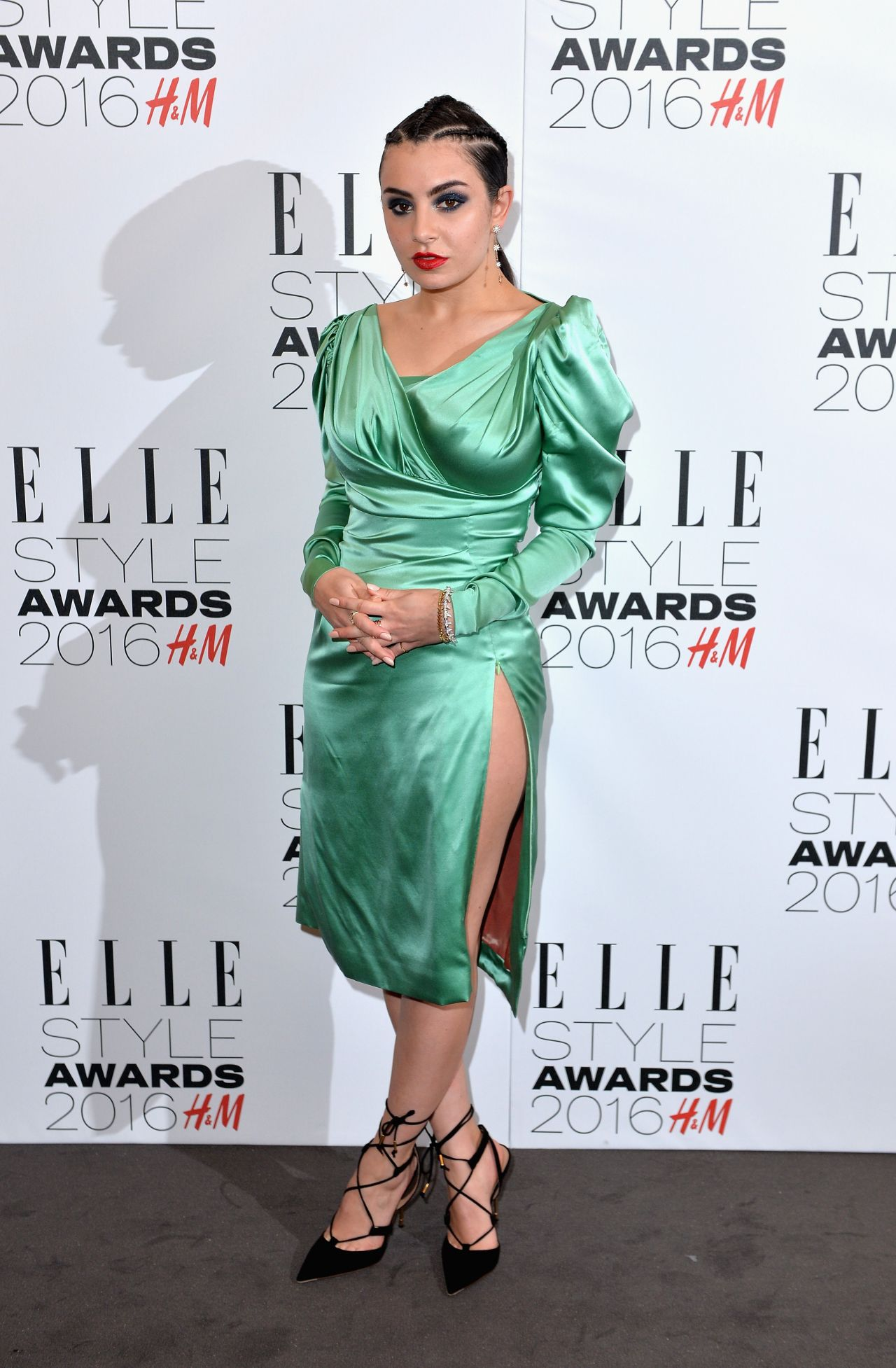 charli-xcx-elle-style-awards-2016-in-london-2