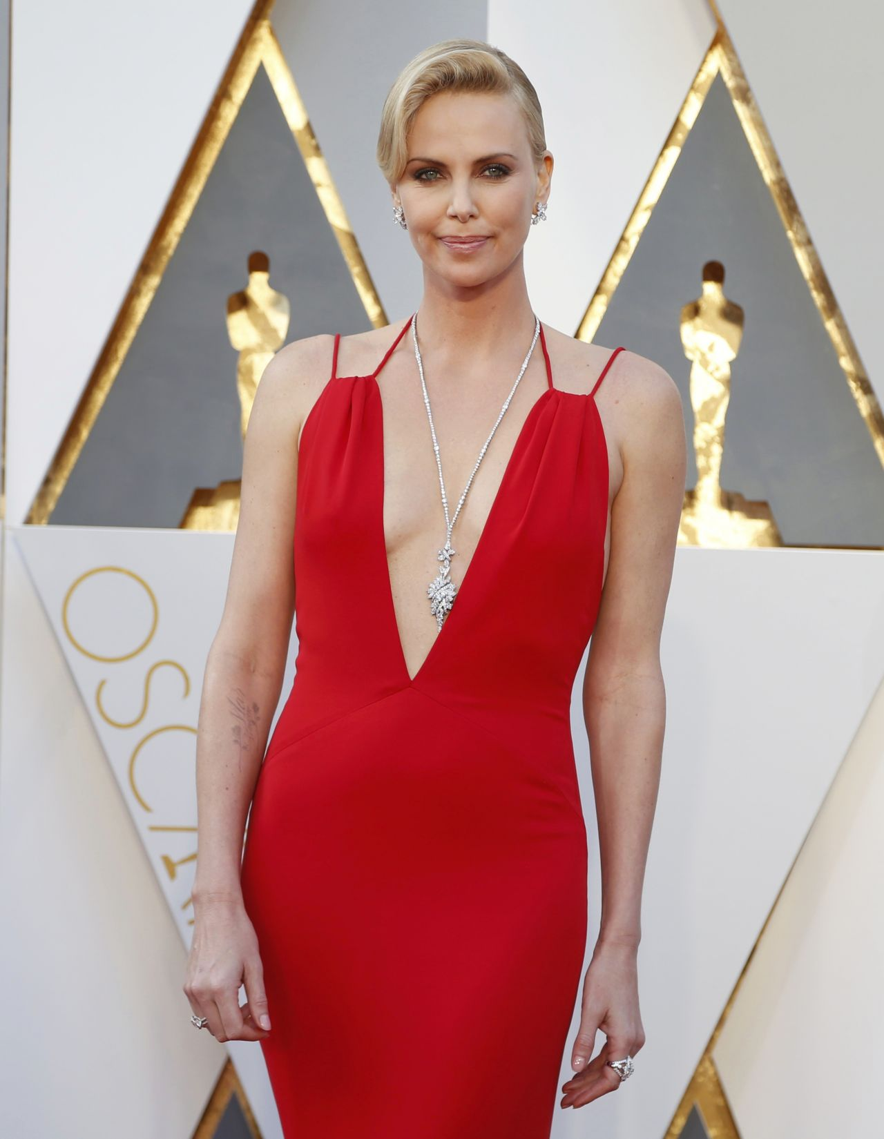 charlize-theron-oscars-2016-in-hollywood-ca-2-28-2016-1