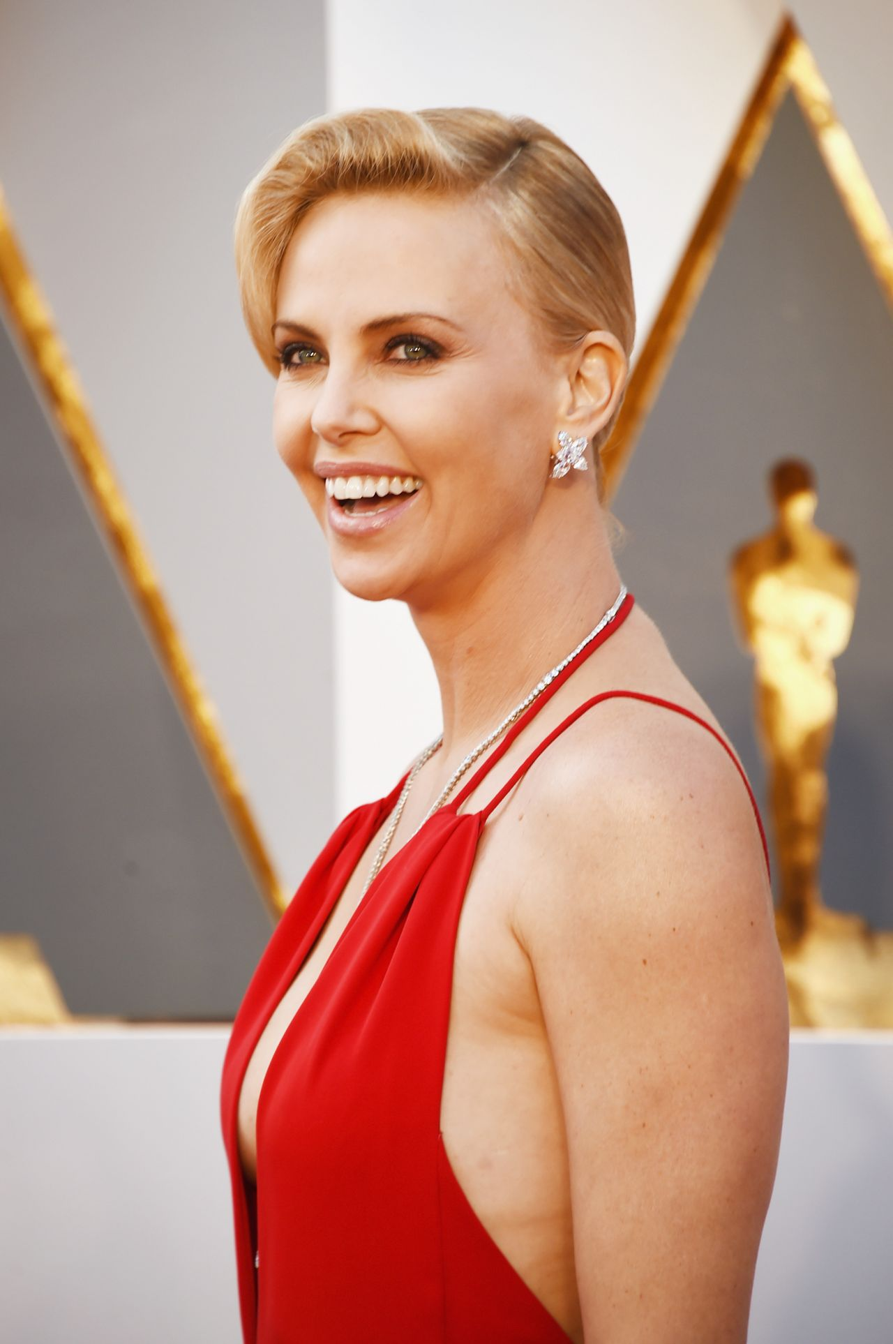 charlize-theron-oscars-2016-in-hollywood-ca-2-28-2016-3