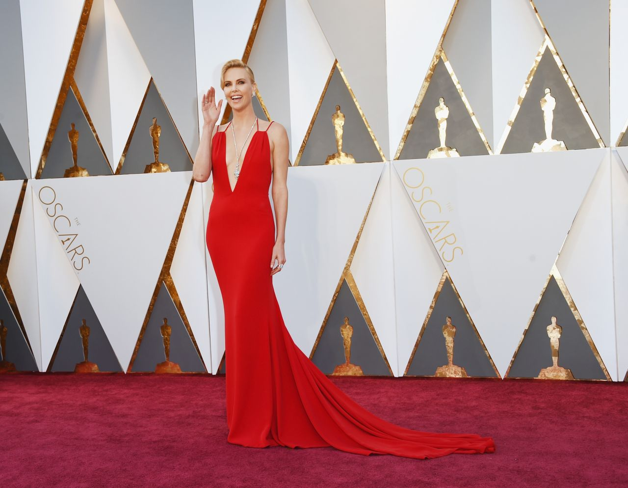 charlize-theron-oscars-2016-in-hollywood-ca-2-28-2016-6