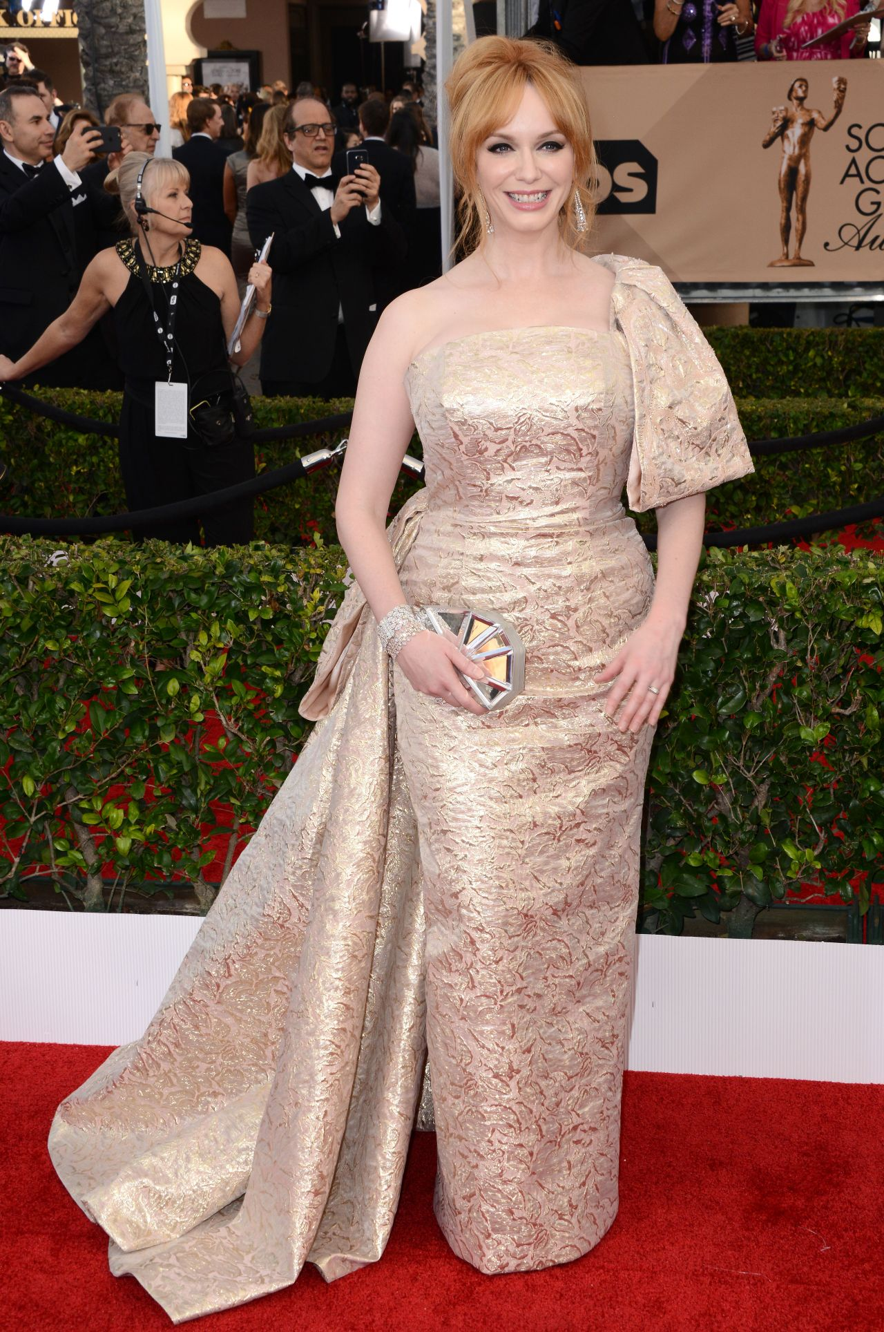 christina-hendricks-sag-awards-2016-at-shrine-auditorium-in-los-angeles-1