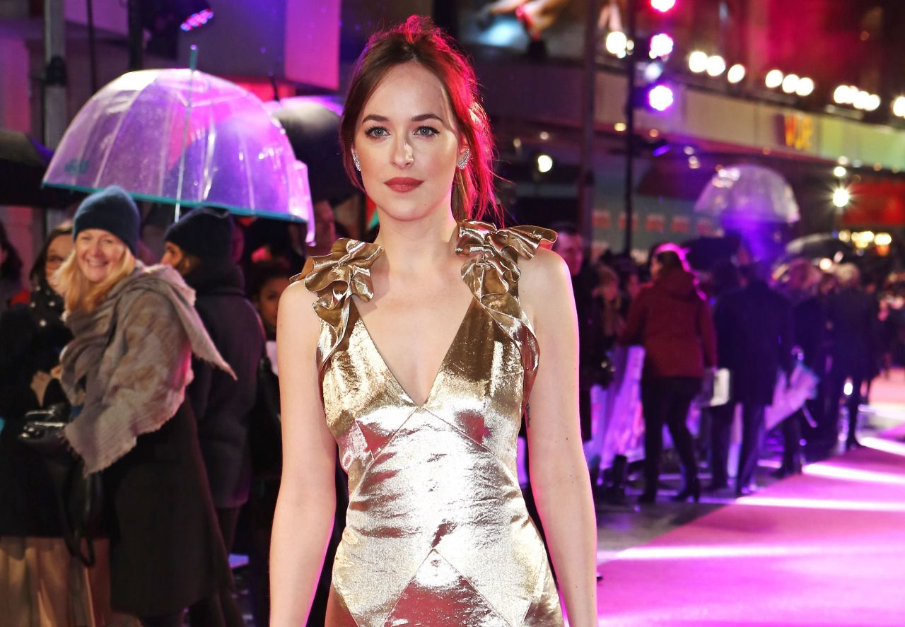 dakota-johnson-how-to-be-single-premiere-in-london-13