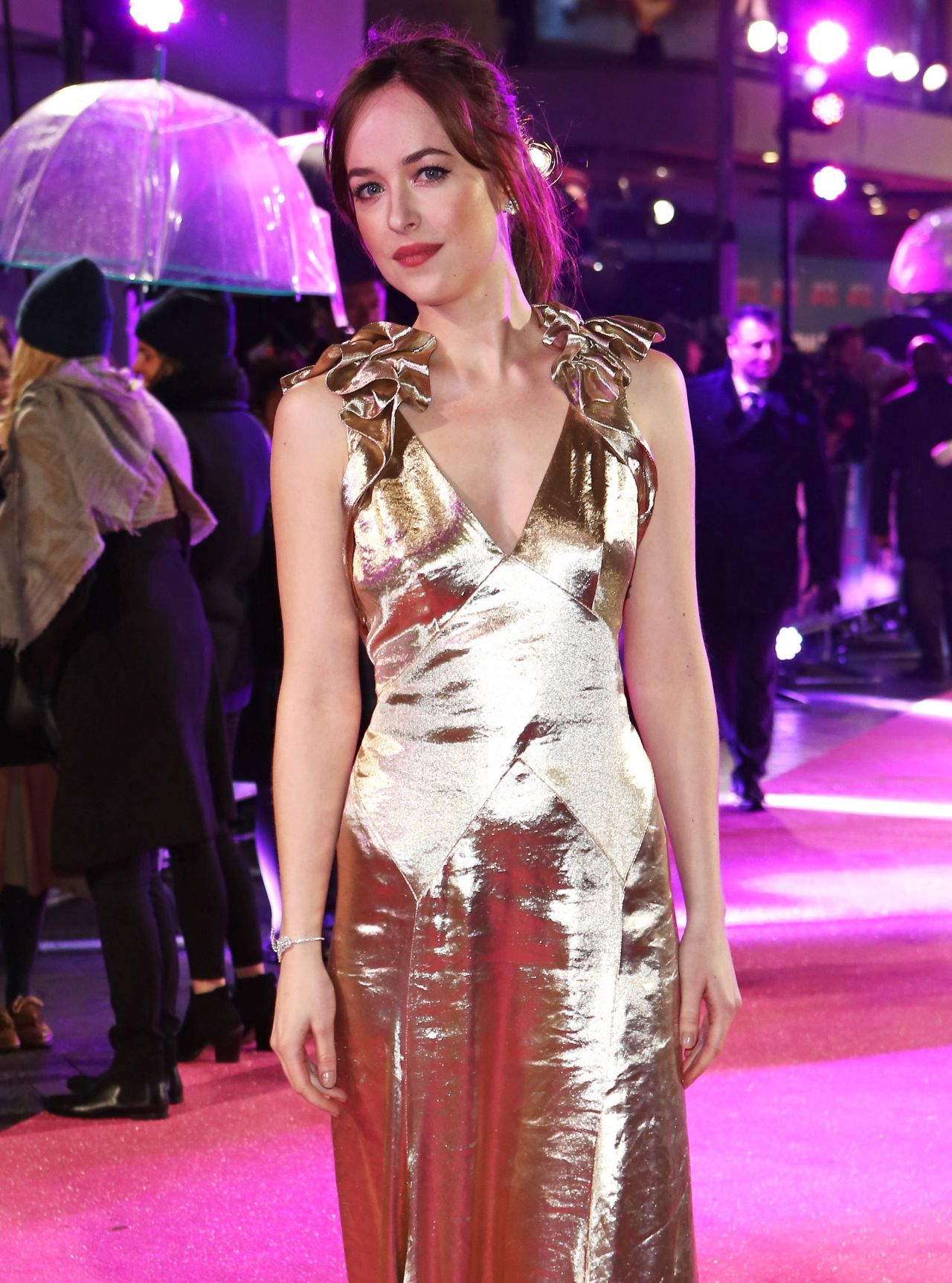 dakota-johnson-how-to-be-single-premiere-in-london-15