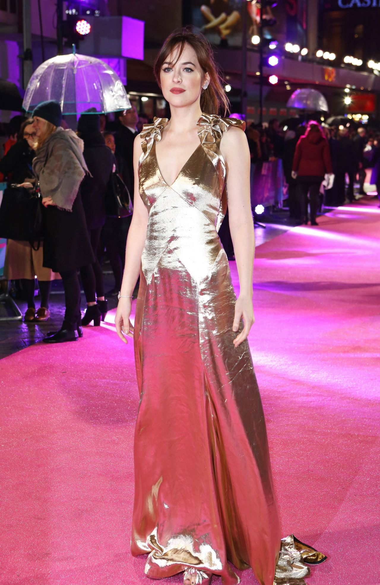 Dakota Johnson In Marc Jacobs €�  'how To Be Single' Premiere In