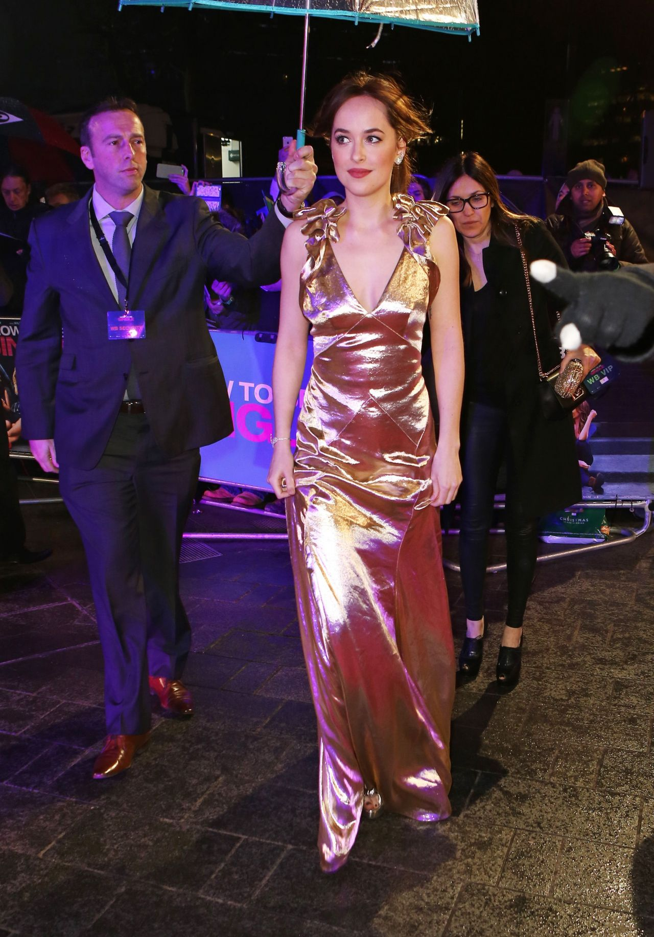 dakota-johnson-how-to-be-single-premiere-in-london-9