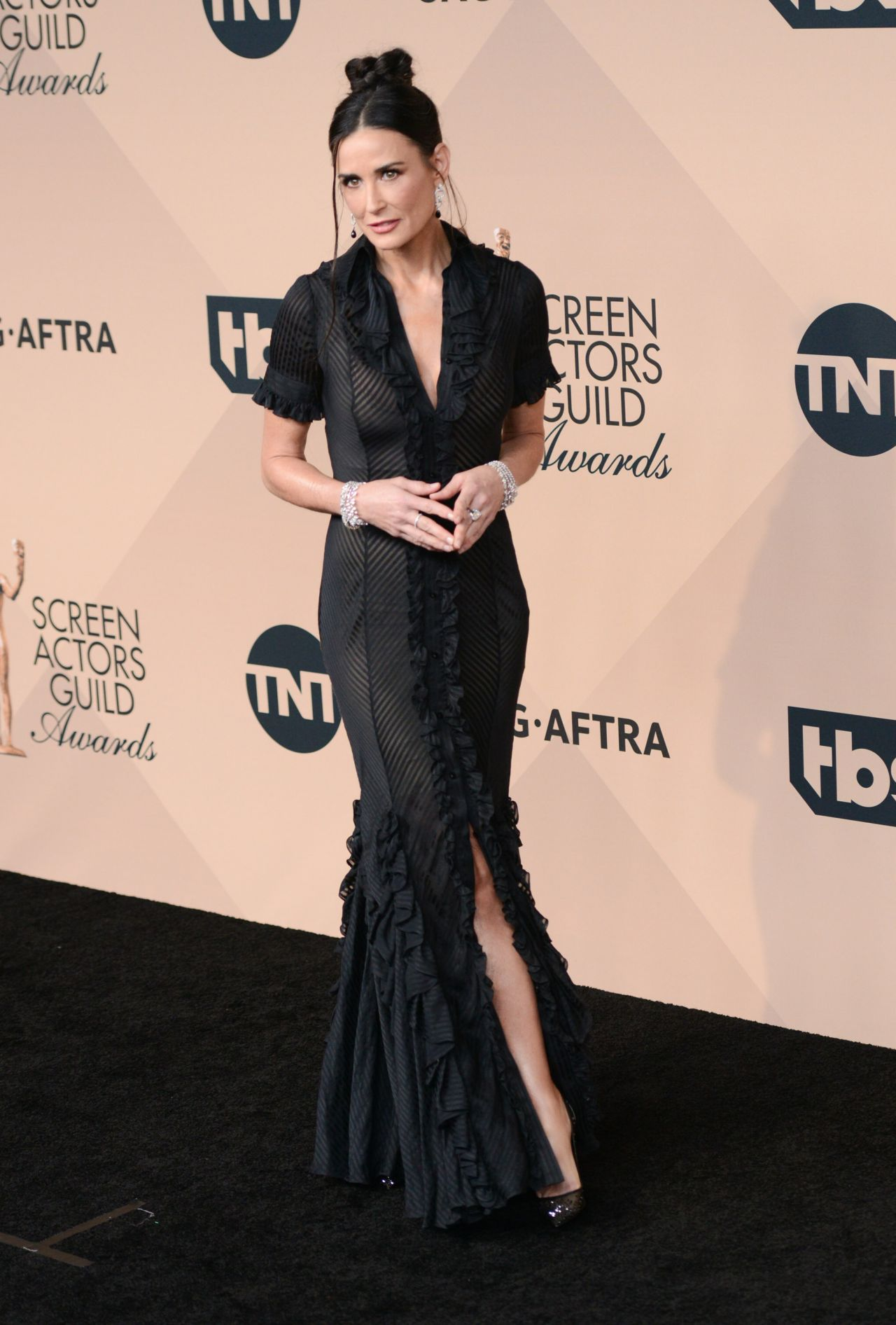 demi-moore-sag-awards-2016-at-shrine-auditorium-in-los-angeles-11