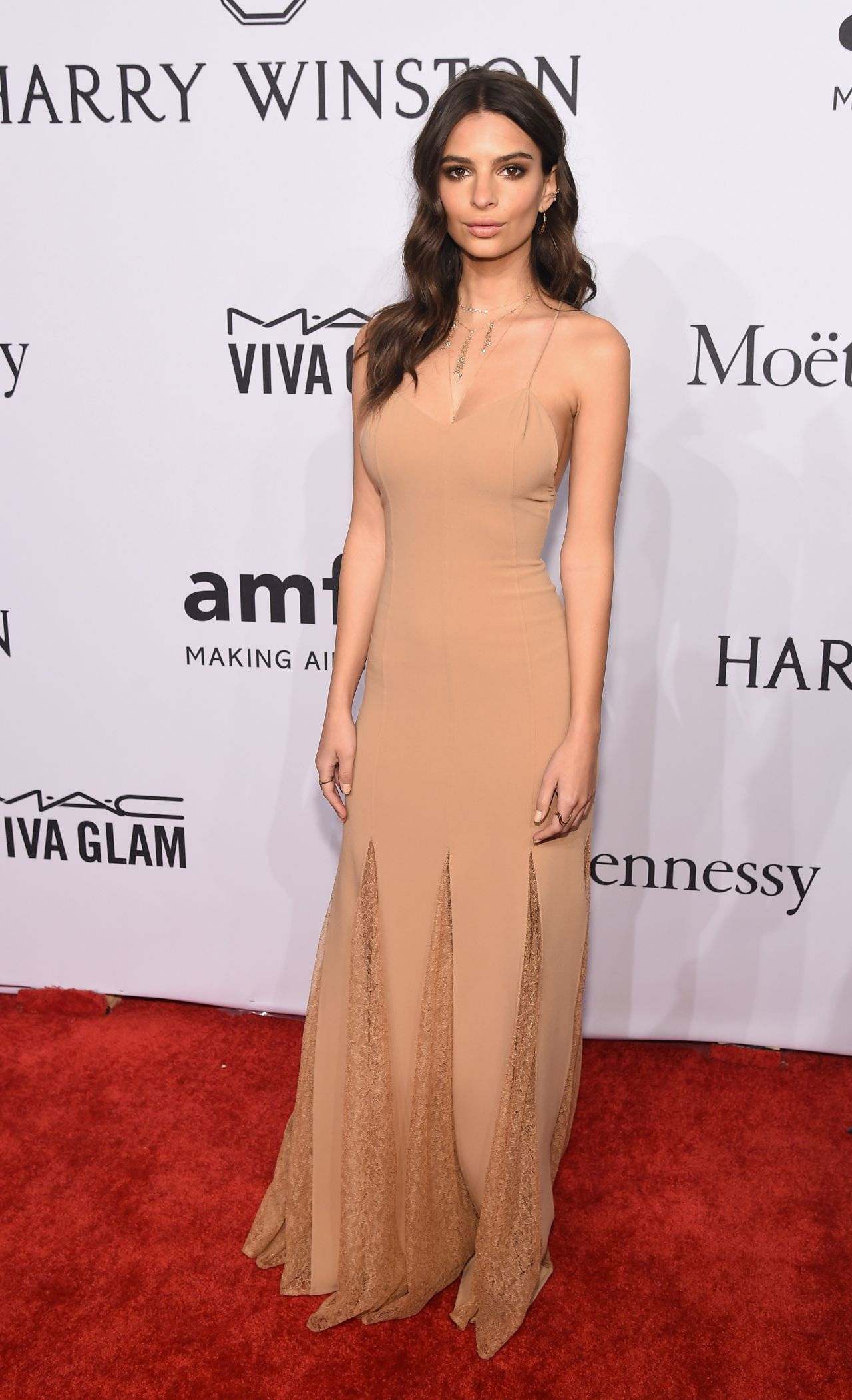 emily-ratajkowski-2016-amfar-new-york-gala-in-new-york-city-ny-2