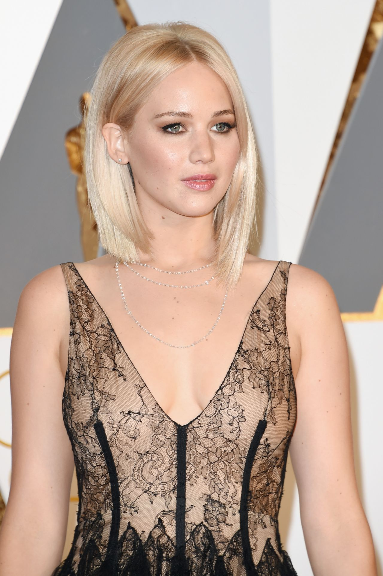 jennifer-lawrence-oscars-2016-in-hollywood-ca-2-28-2016-1