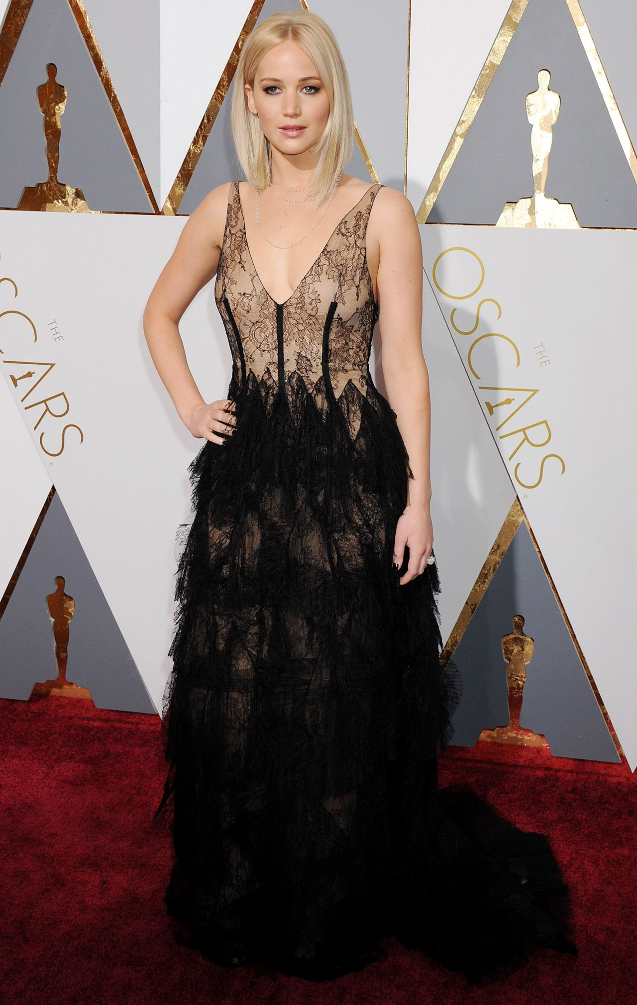 jennifer-lawrence-oscars-2016-in-hollywood-ca-2-28-2016-10