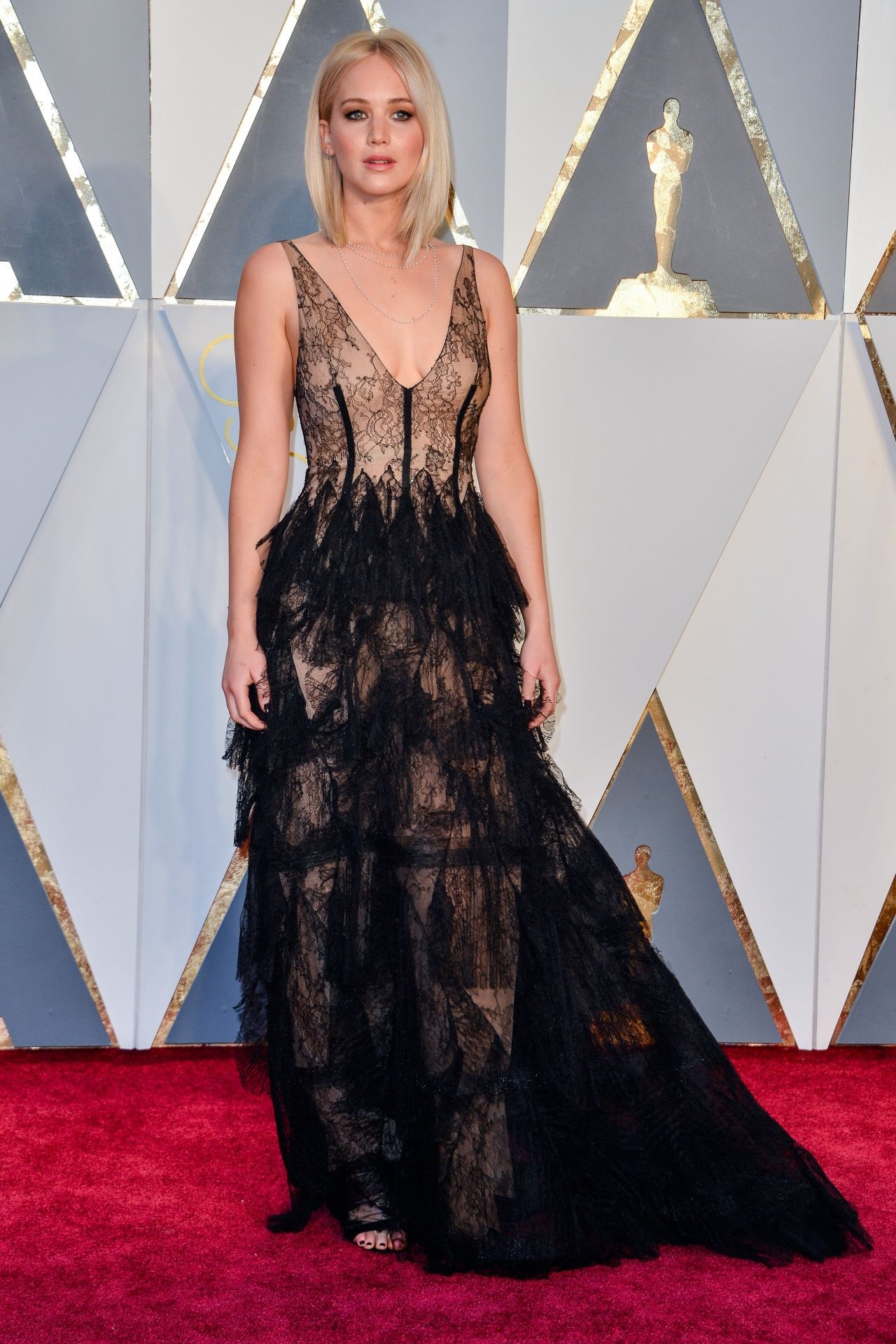jennifer-lawrence-oscars-2016-in-hollywood-ca-2-28-2016-17