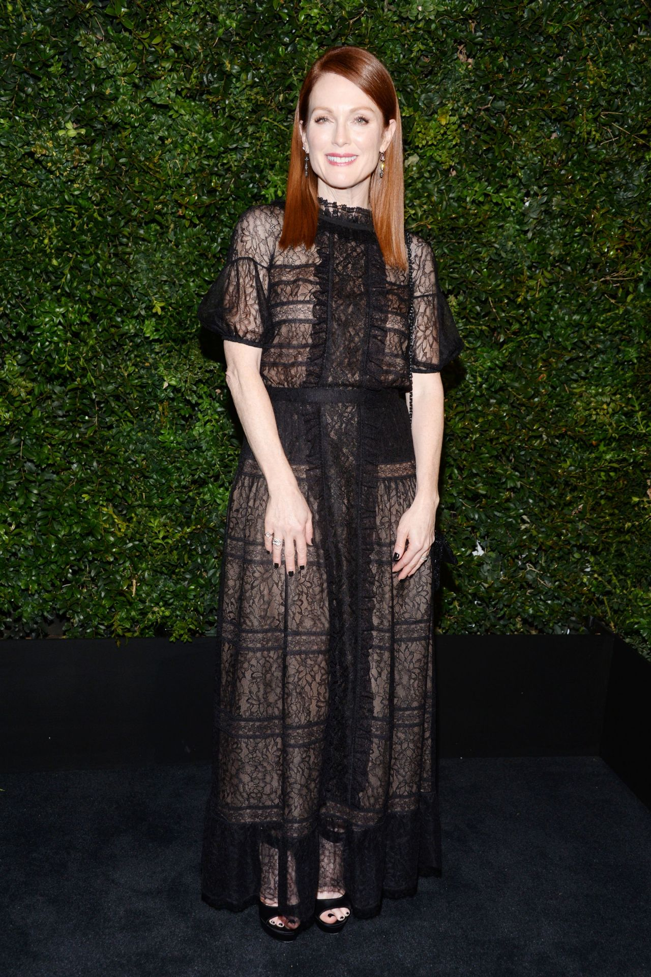 julianne-moore-chanel-and-charles-finch-oscar-party-in-los-angeles-ca-2-27-2016-3