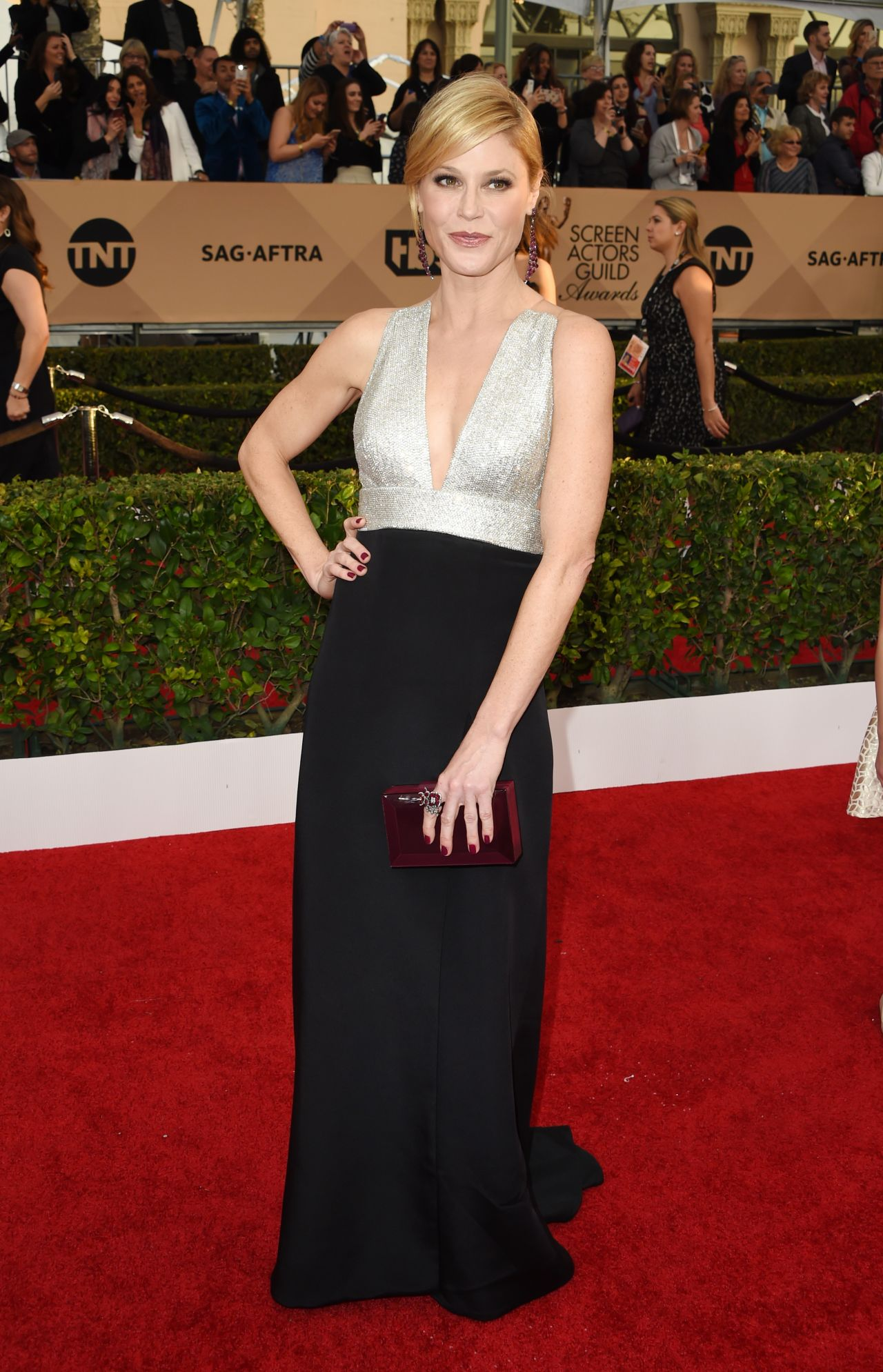 julie-bowen-sag-awards-2016-at-shrine-auditorium-in-los-angeles-4