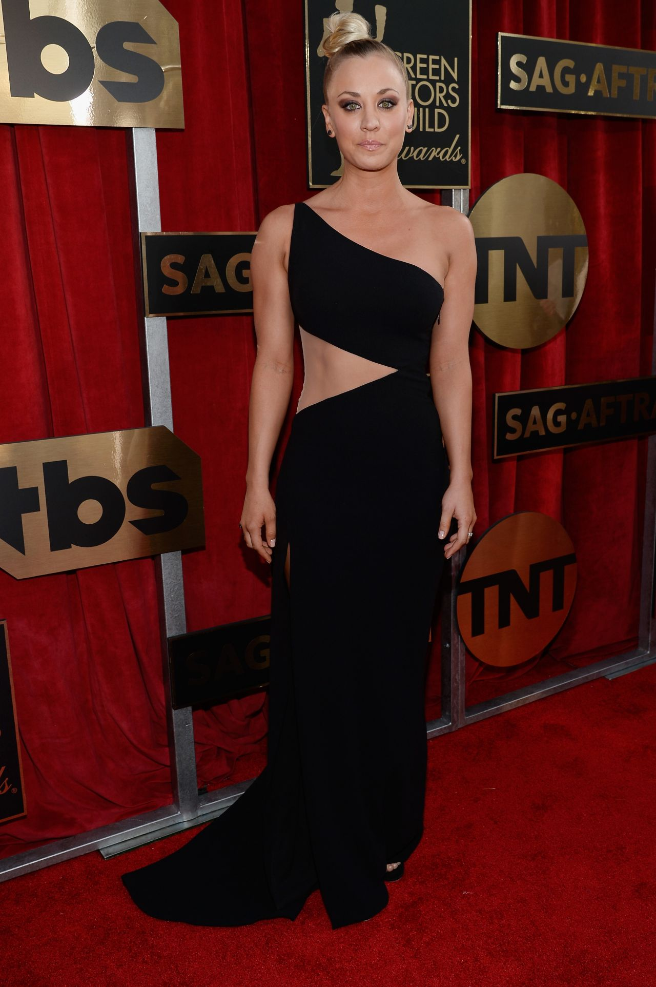 kaley-cuoco-sag-awards-2016-at-shrine-auditorium-in-los-angeles-1