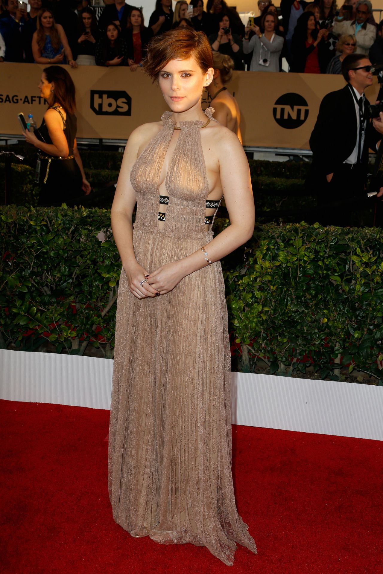 kate-mara-screen-actors-guild-awards-2016-at-shrine-auditorium-in-los-angeles-1