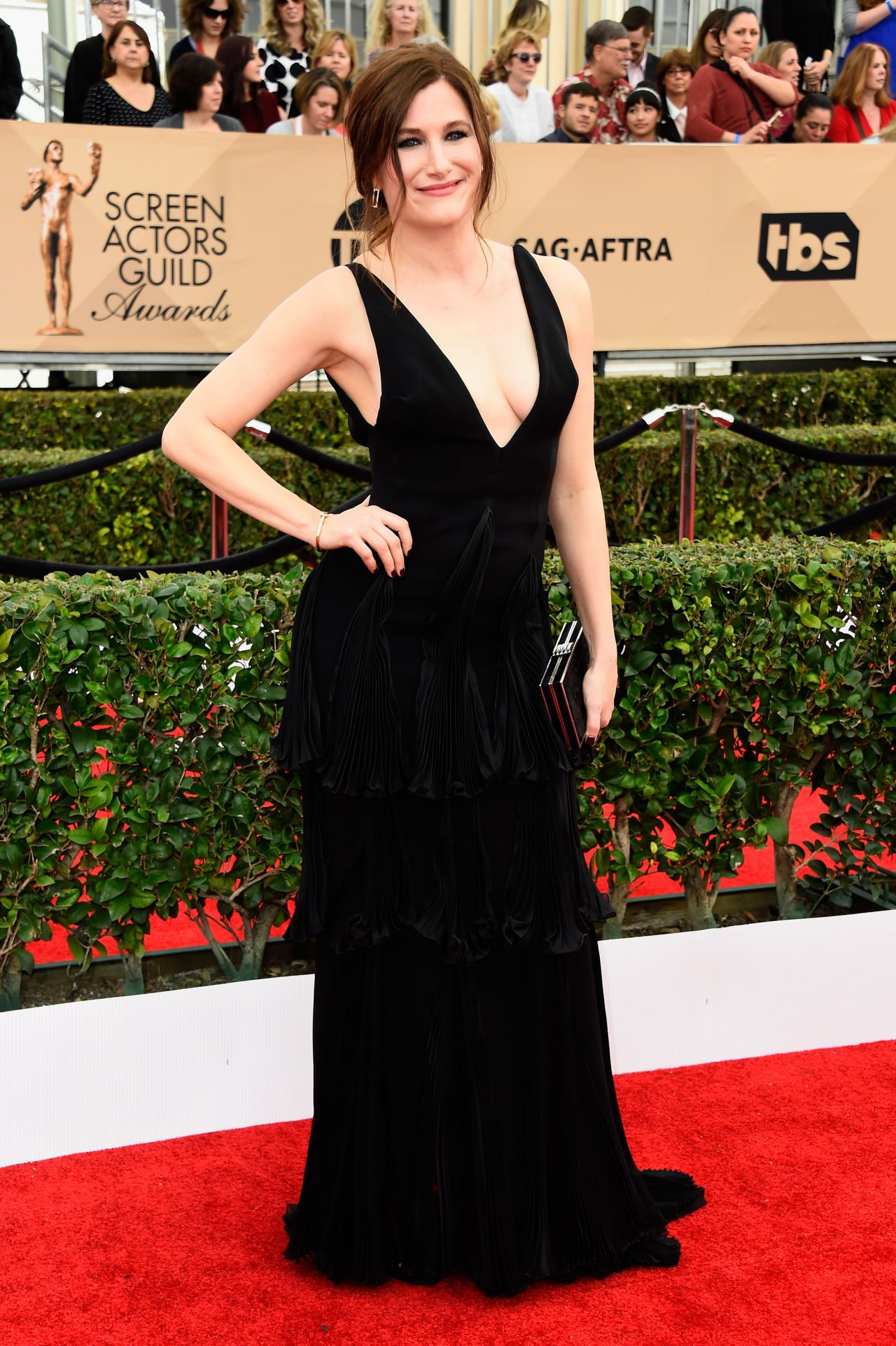 kathryn-hahn-sag-awards-2016-at-shrine-auditorium-in-los-angeles-1