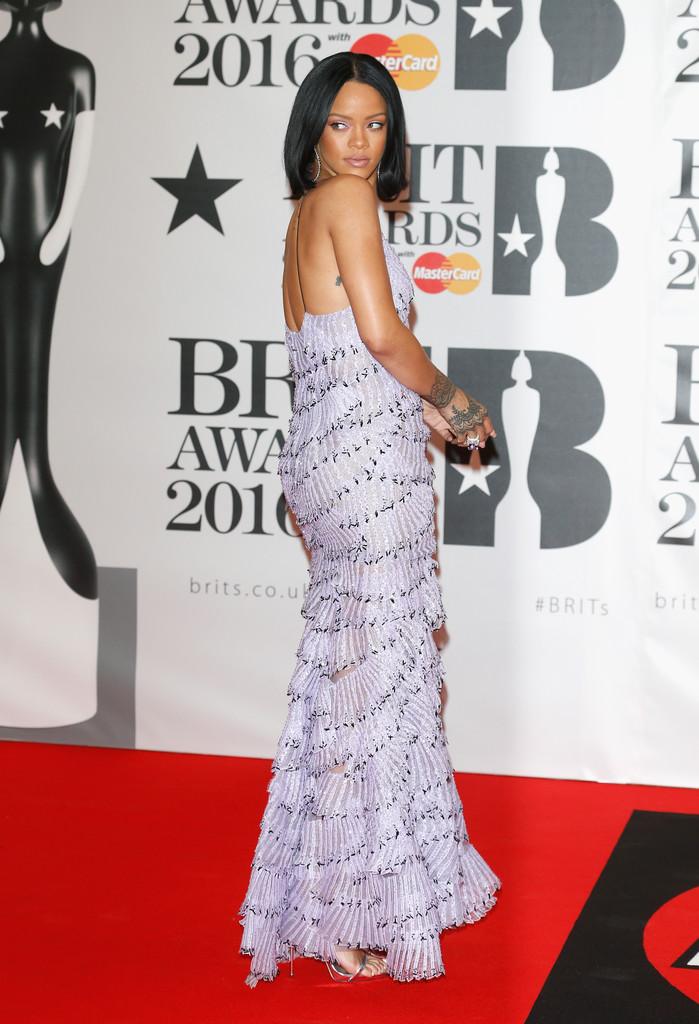 rihanna-2016-brit-awards-armani-prive-back