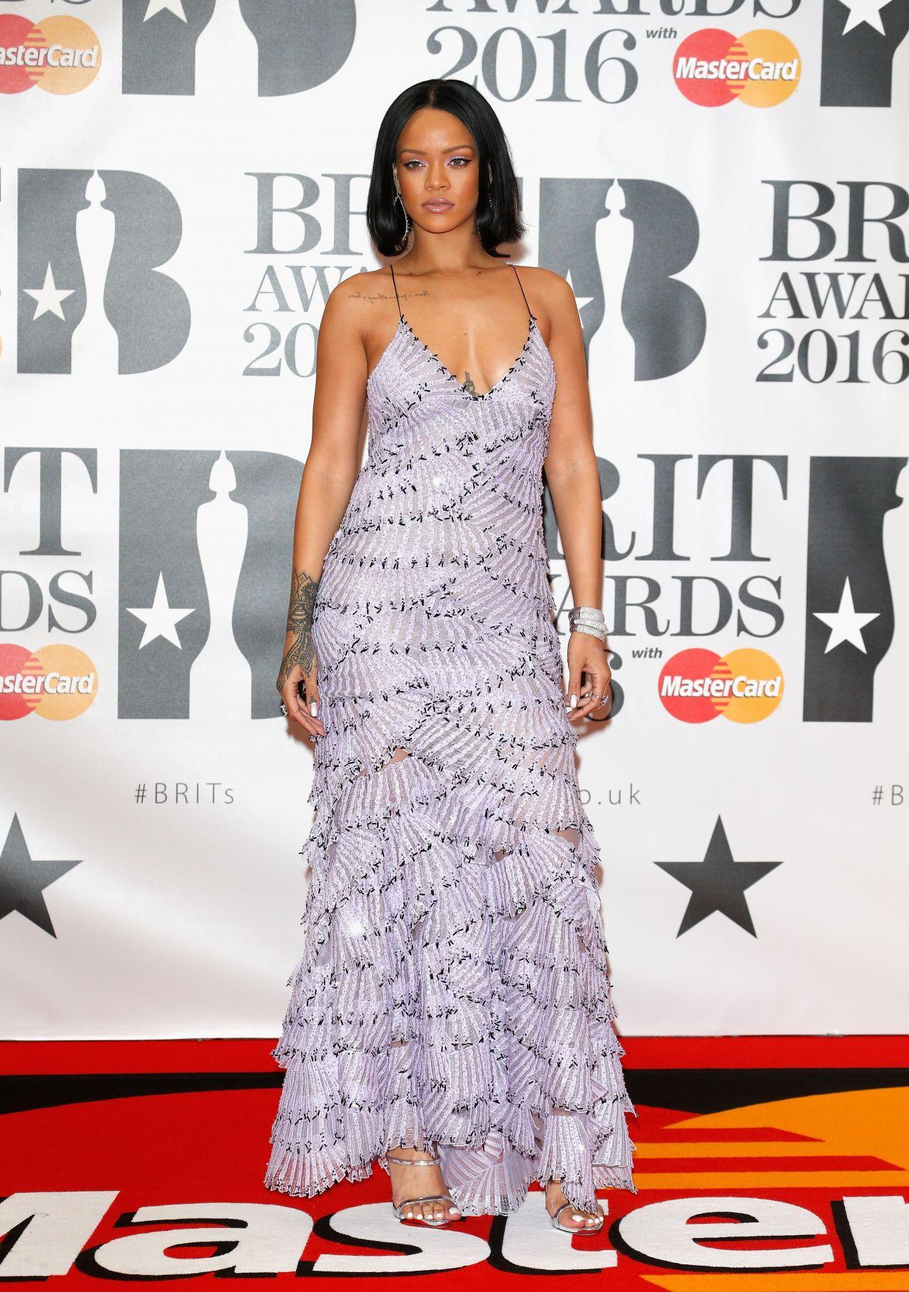 rihanna-brit-awards-2016-in-london-1
