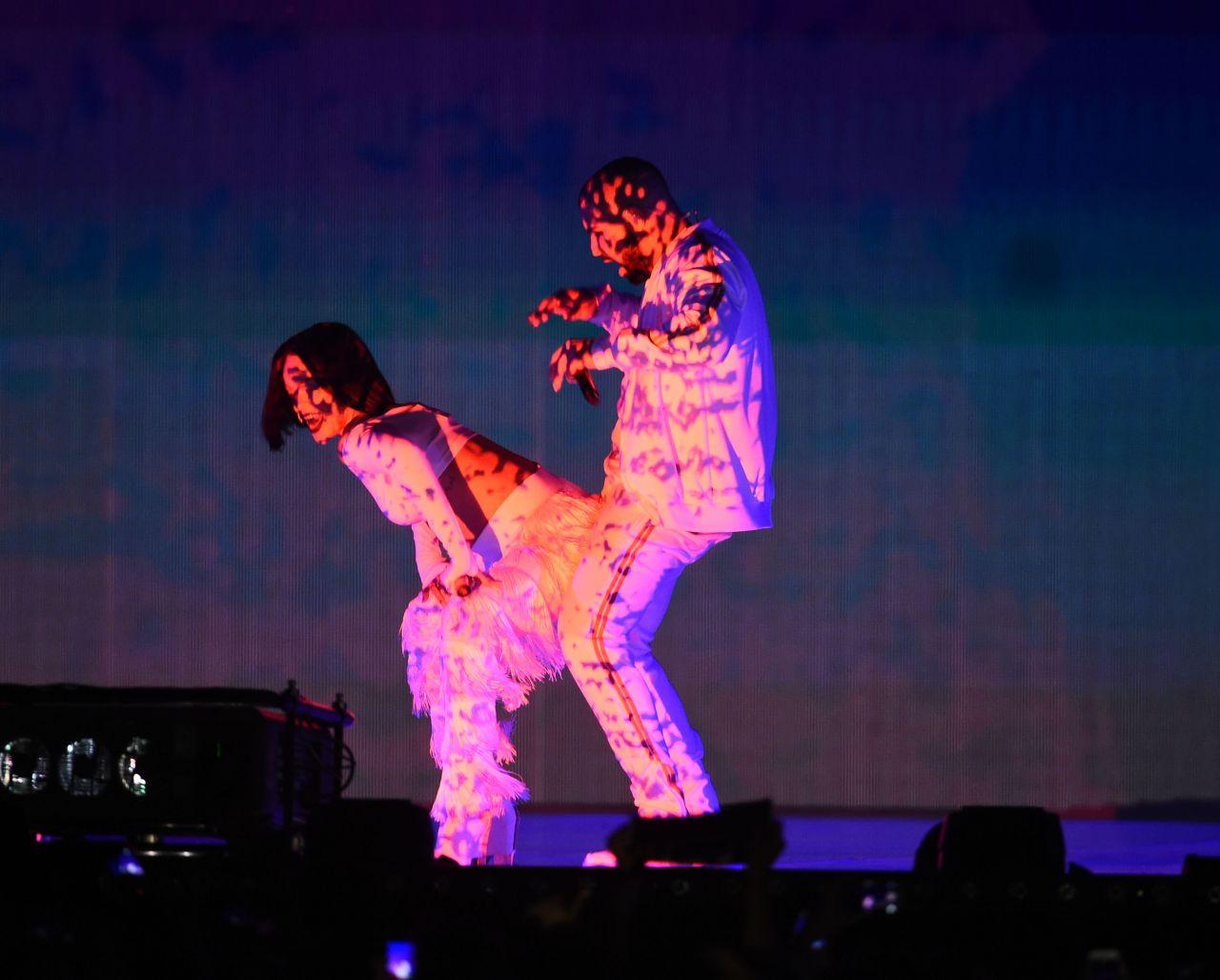 rihanna-performs-at-brit-awards-2016-o2-arena-in-london-uk-5