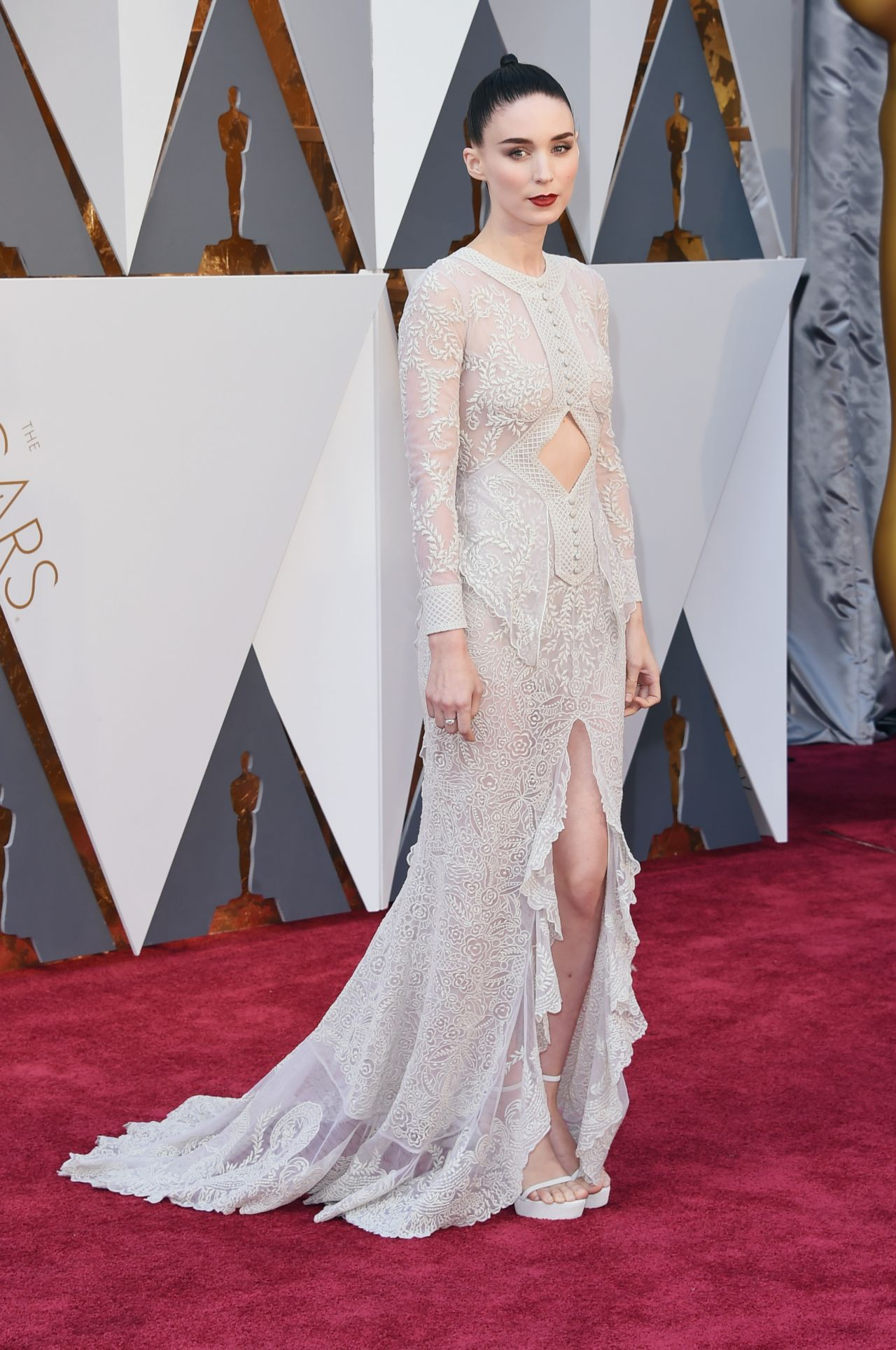 rooney-mara-oscars-2016-in-hollywood-ca-2-28-2016-1