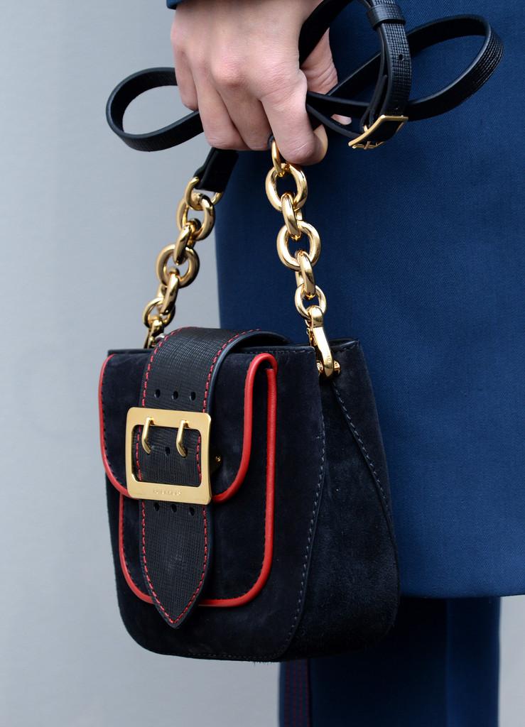 rosie-huntington-whiteley-burberry-london-fashion-show-bag