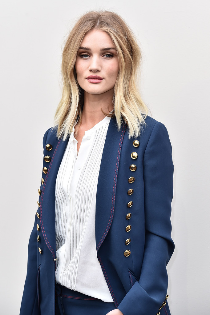 Rosie Huntington Whiteley In Burberry – Burberry Womenswear Fall ... Rosie Huntington Whiteley