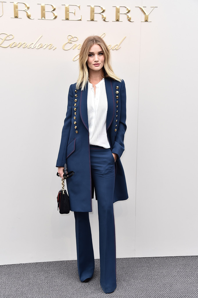 rosie-huntington-whiteley-burberry-london-fashion-show-suit