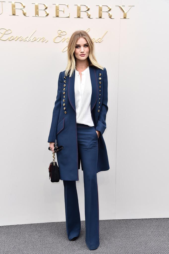 rosie-huntington-whiteley-burberry-london-fashion-show-suit
