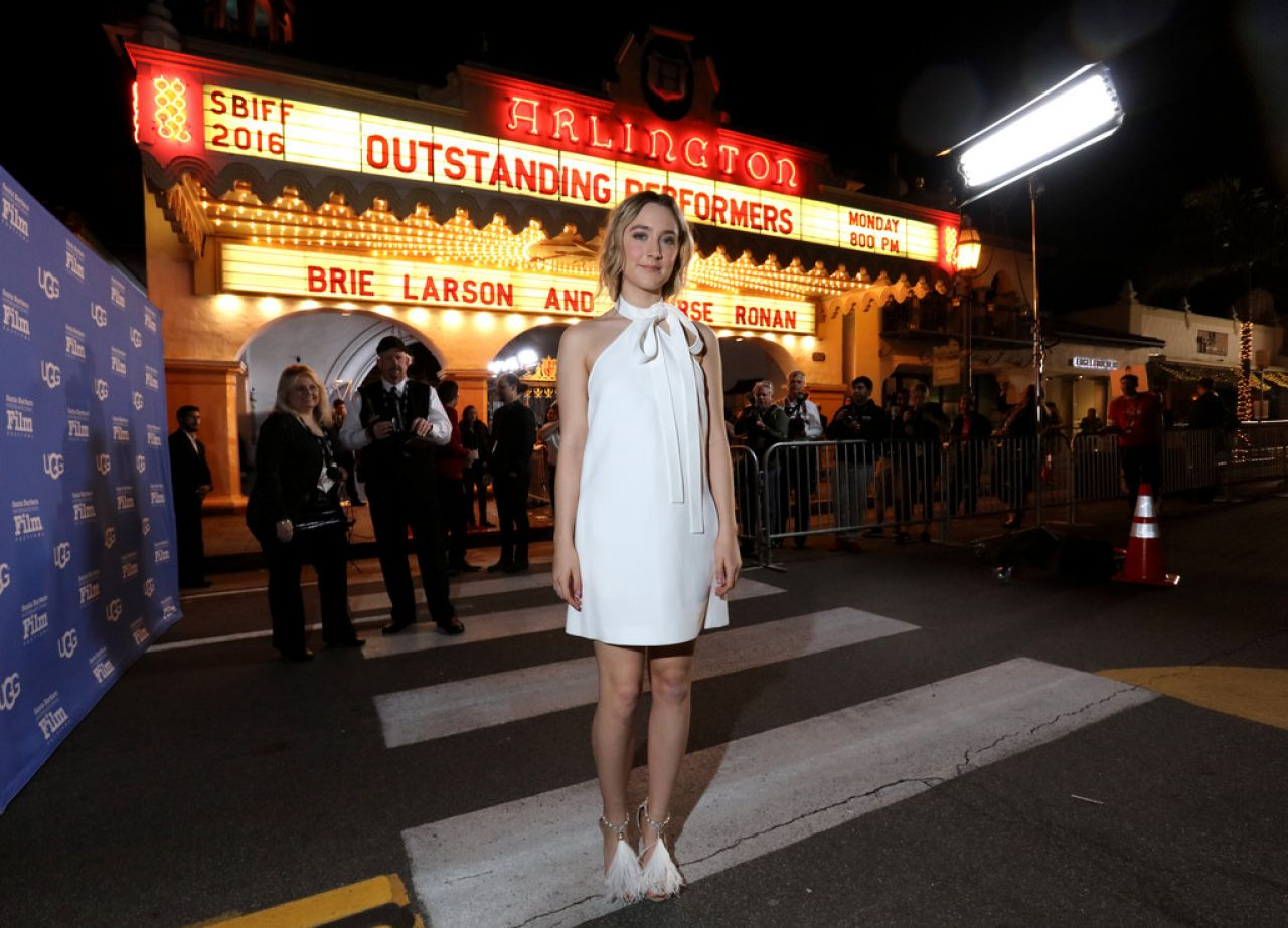 saoirse-ronan-outstanding-performer-of-the-year-ceremony-2016-santa-barbara-film-festival-7