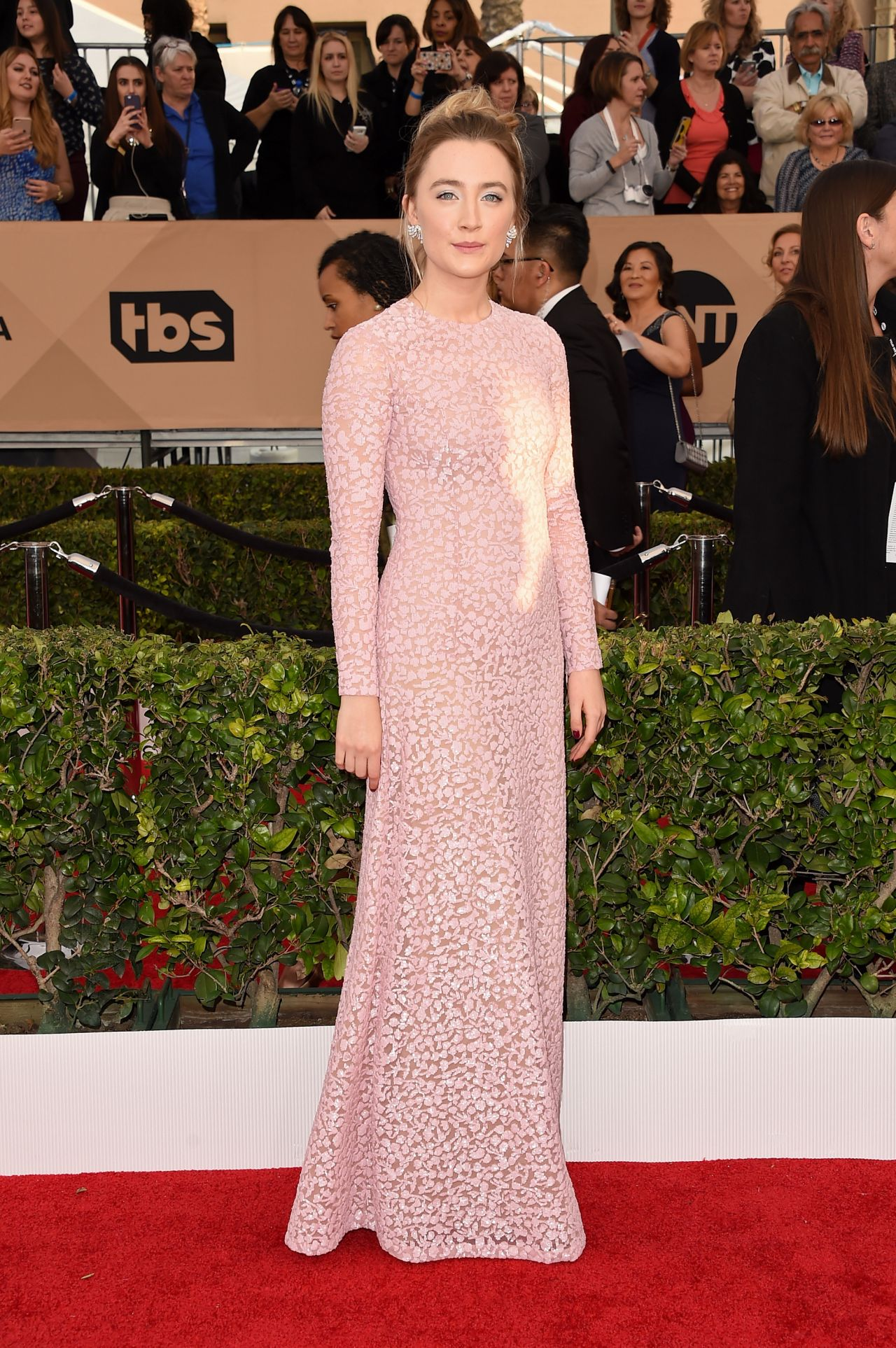 saoirse-ronan-sag-awards-2016-at-shrine-auditorium-in-los-angeles-1
