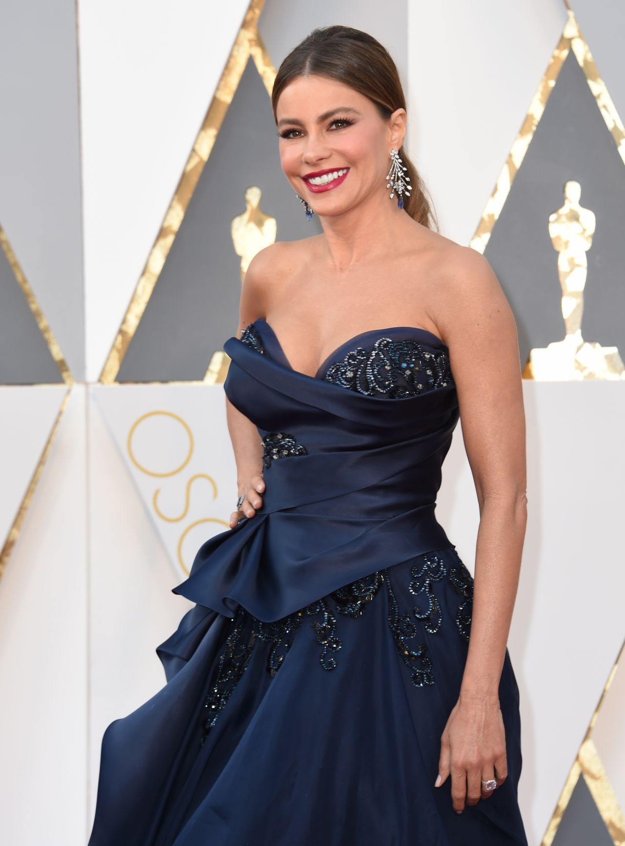 sofía-vergara-oscars-2016-in-hollywood-part-ii-9